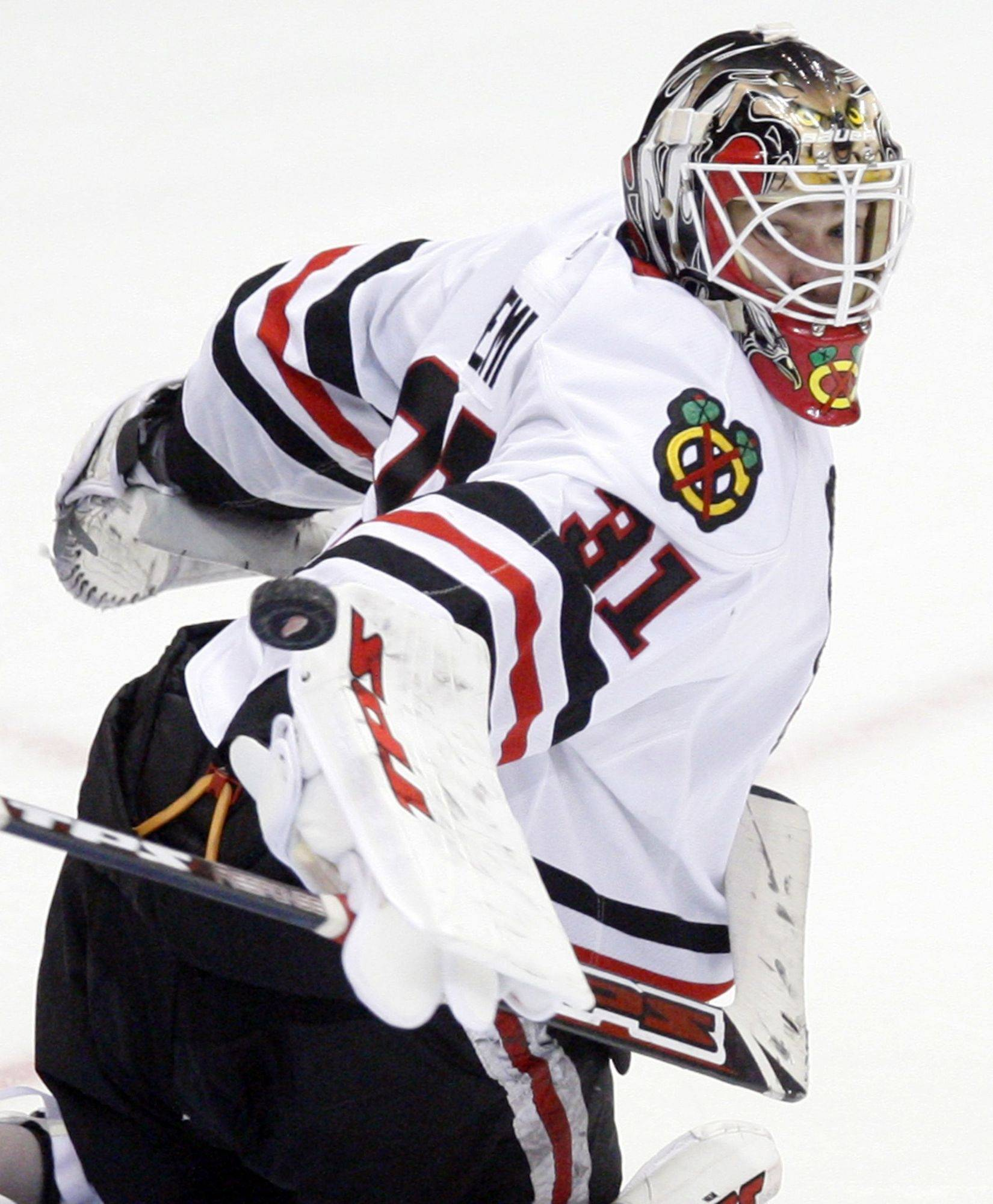 Blackhawks goalie Antti Niemi, improving his record to 12-3-1, blocks a shot during Sunday's shootout at Detroit.
