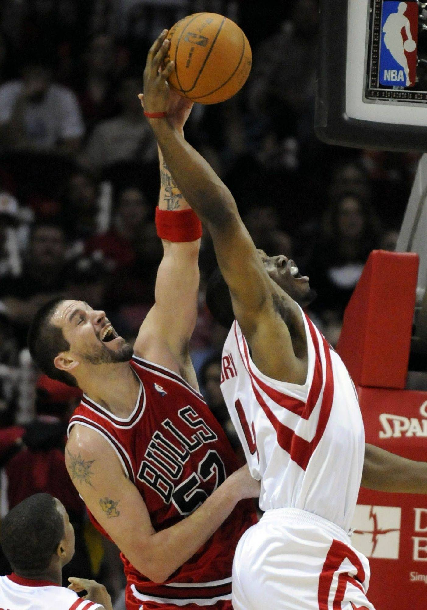Brad Miller, left, hit 25 points to help the Bulls beat the Rockets on Saturday night.