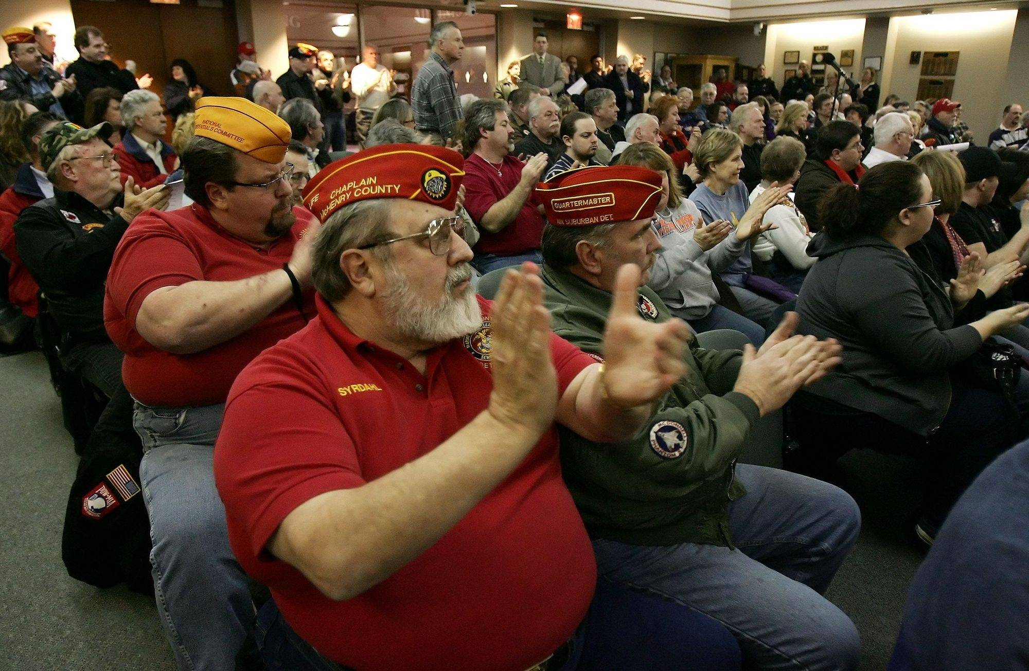 Despite crowd, Gurnee veterans memorial stays in limbo