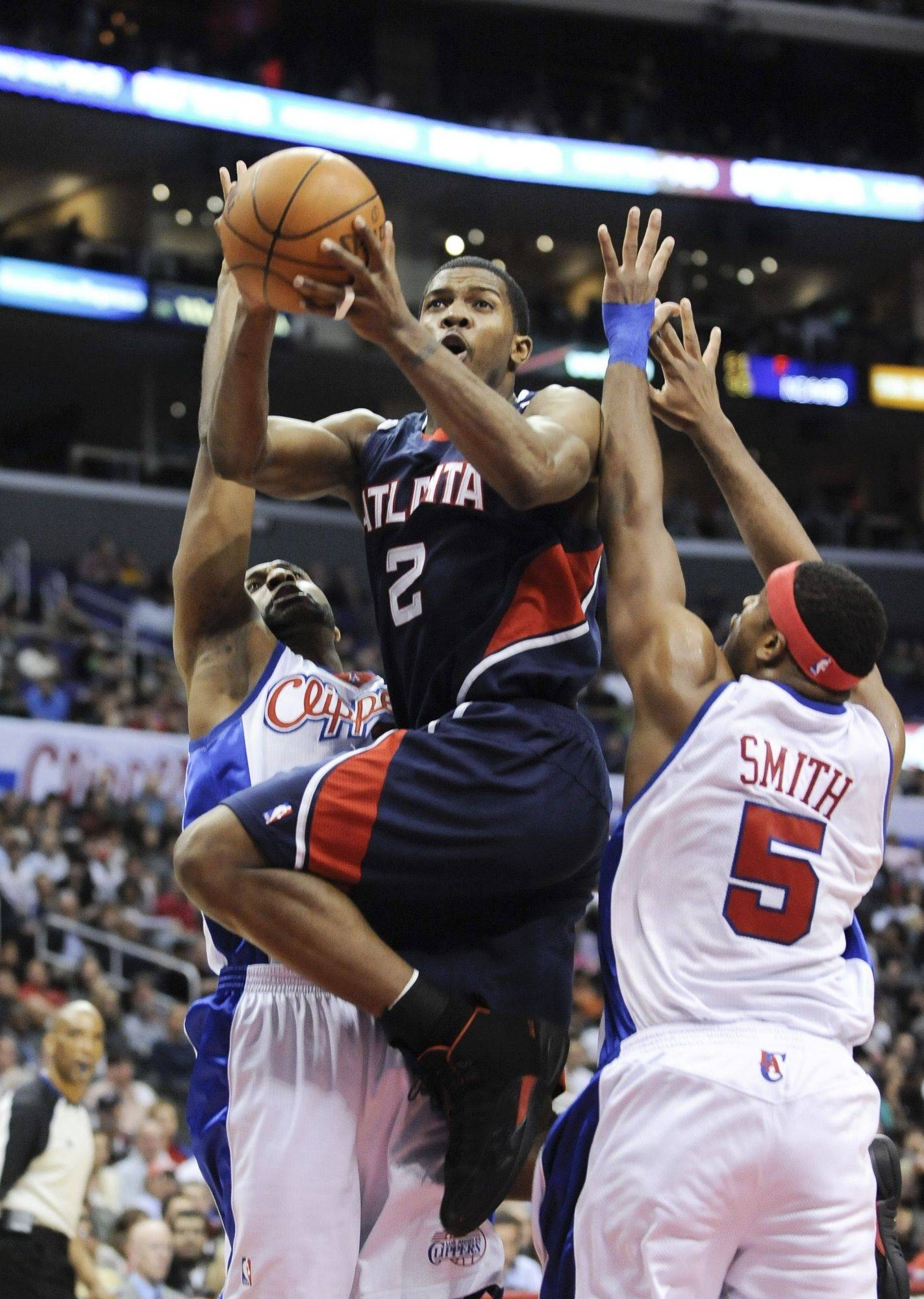 Atlanta Hawks guard Joe Johnson (2) drives through the double coverage of Los Angeles Clippers guard Mardy Collins, left and forward Craig Smith (5).
