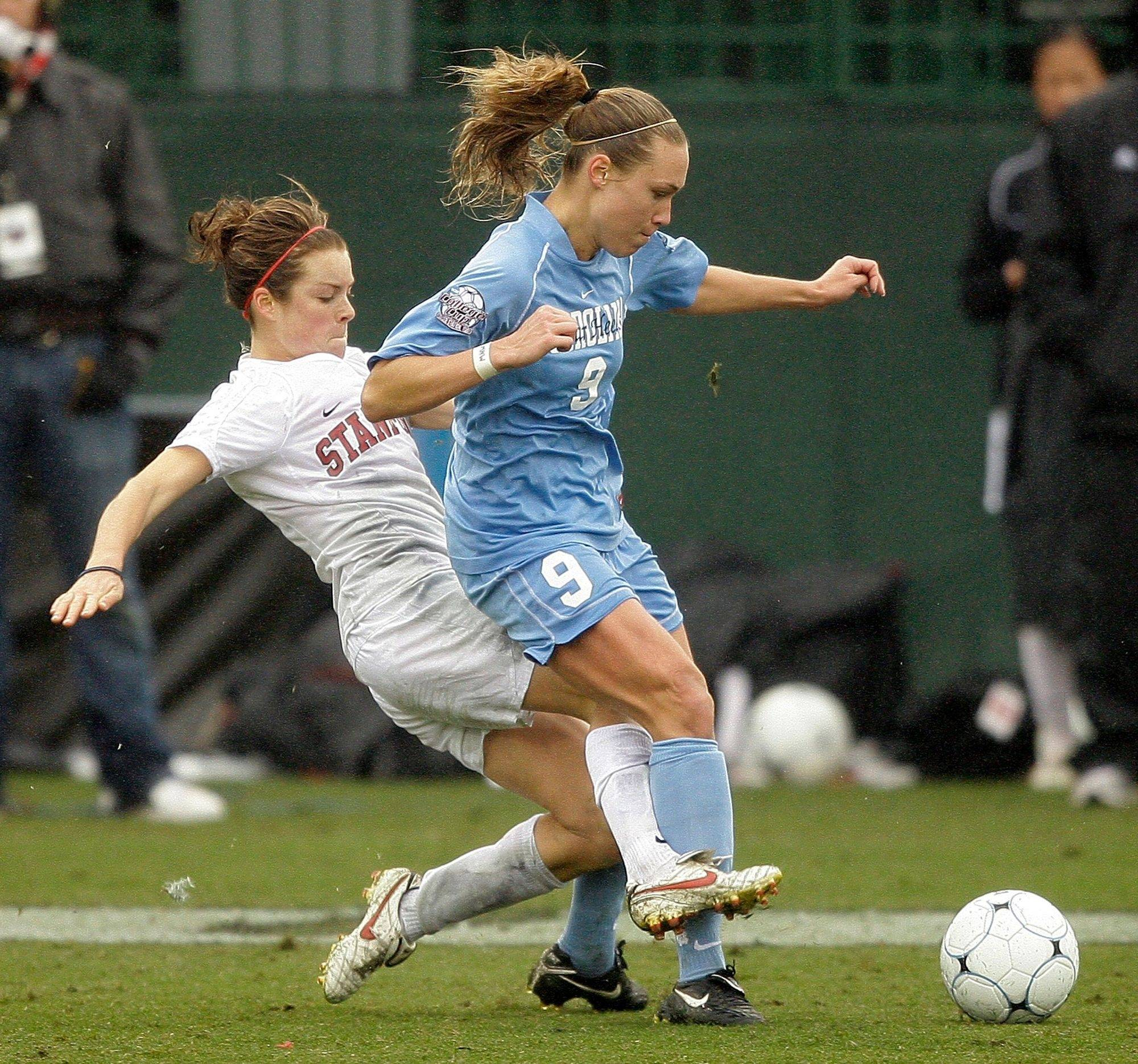 Red Stars first-round draft pick Whitney Engen (9) has signed with the team. The star defender played in college at the University of North Carolina.