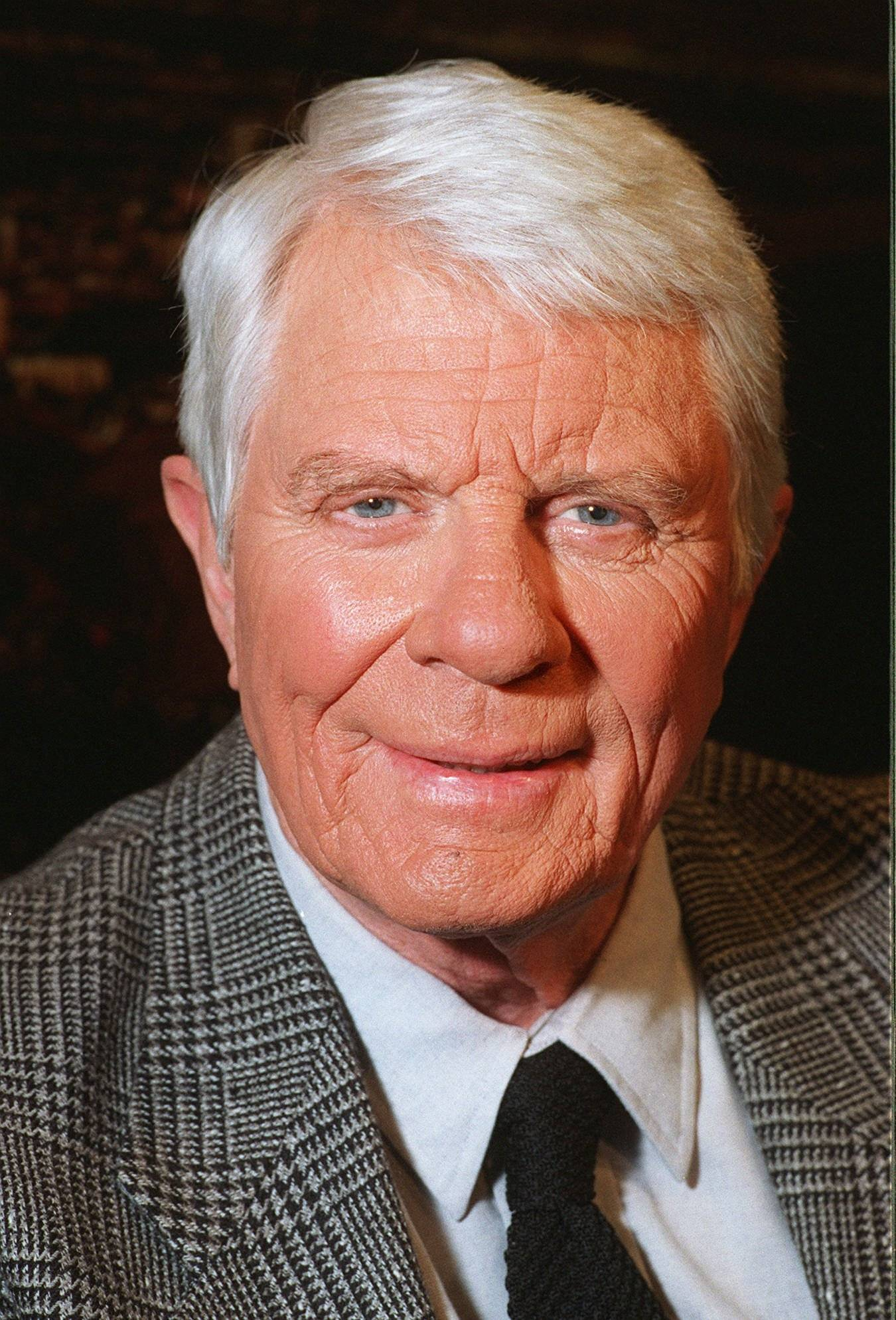 "Peter Graves, the tall, stalwart actor likely best known for his portrayal of Jim Phelps, leader of a gang of special agents who battled evil conspirators in the long-running television series ""Mission: Impossible,"" died Sunday."