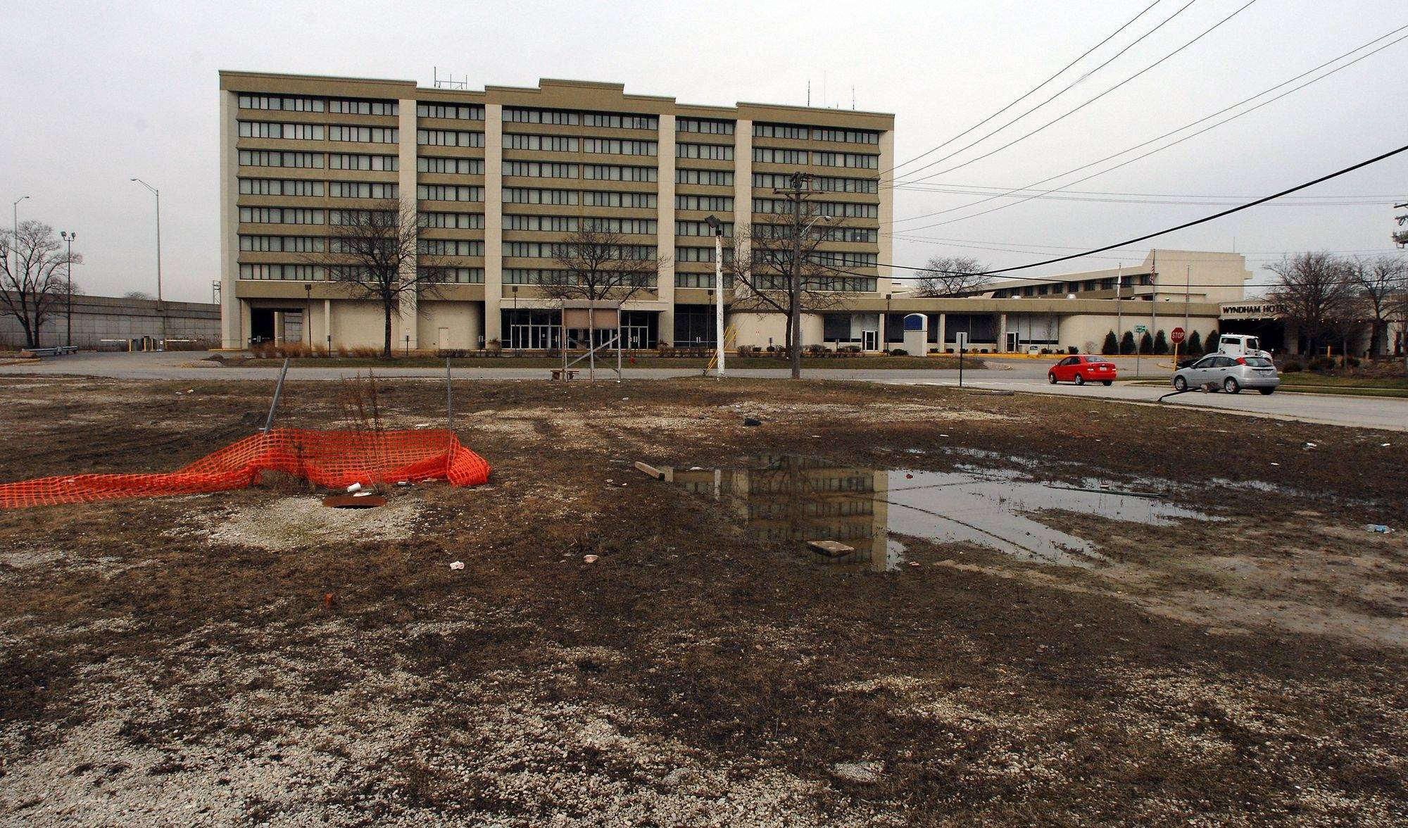 Financing woes imperil Des Plaines hotel projects
