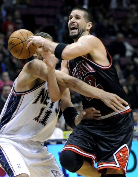 Bulls  Brad Miller loses the ball as he is fouled by New Jersey Nets  baea91dd7
