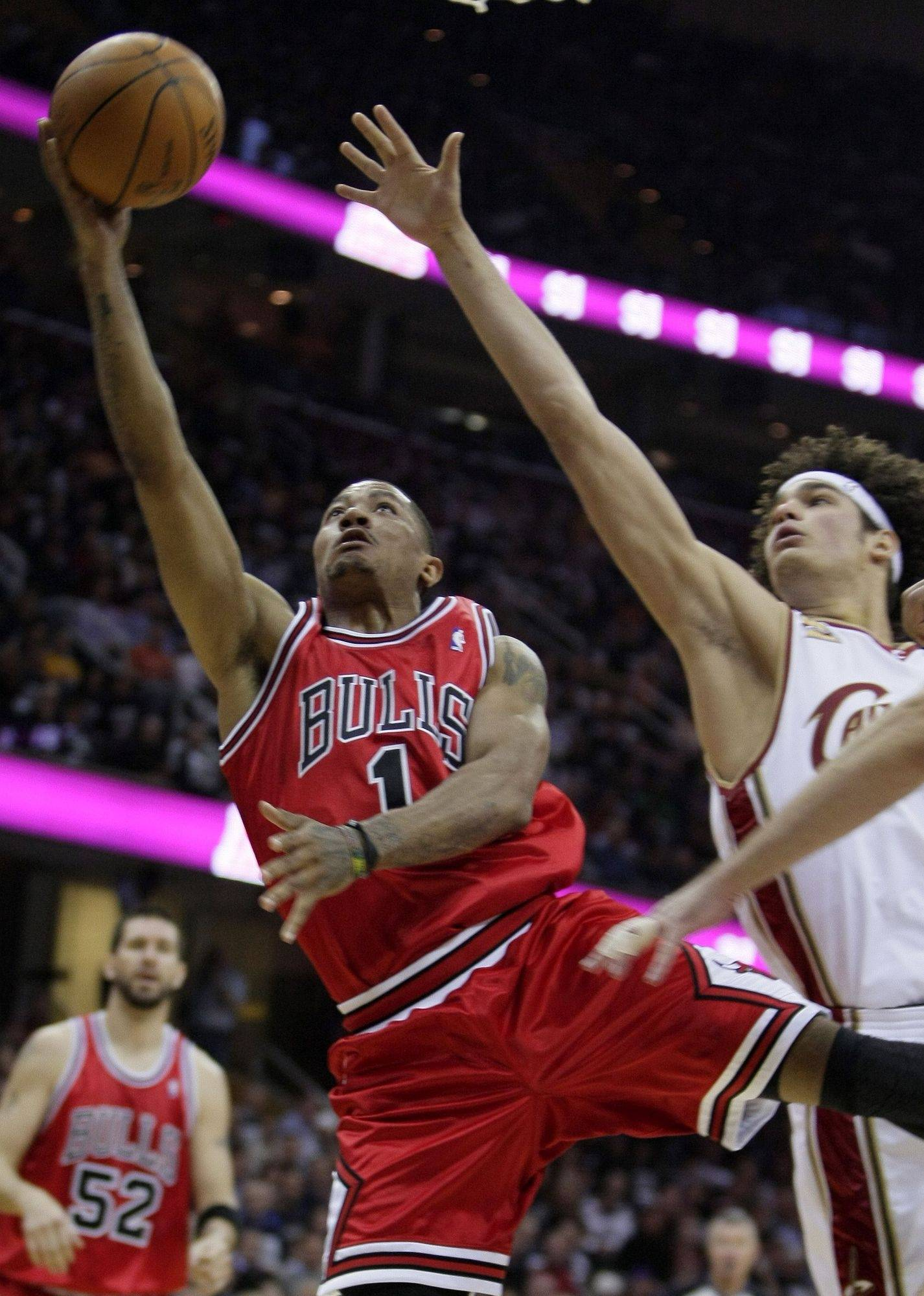 Derrick Rose takes an off-balance shot against Cleveland Cavaliers' Anderson Varejao in the first quarter.