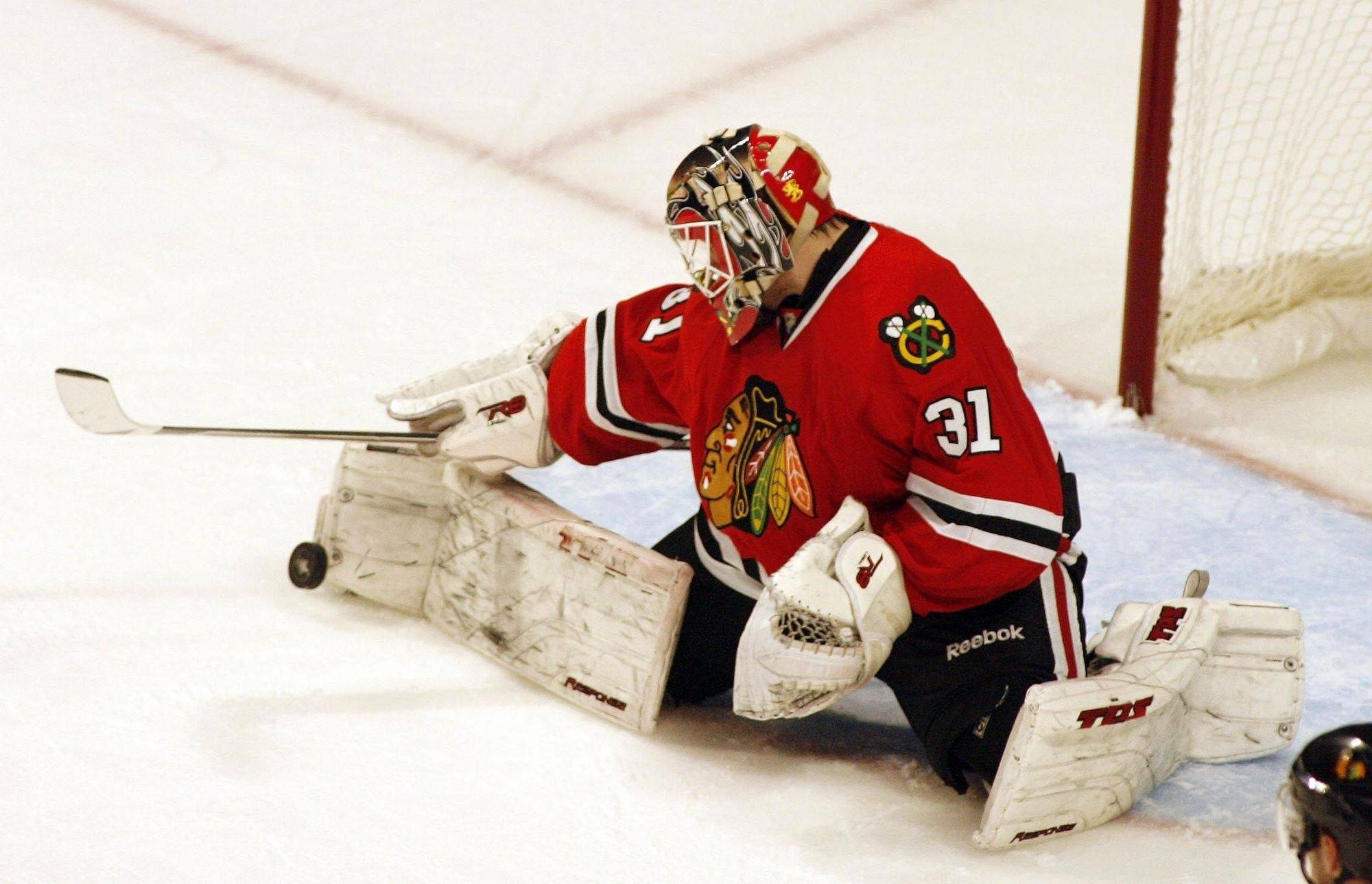 Chicago Blackhawks goalie Antti Niemi (31) pulls in a save during the first period Sunday at the United Center in Chicago during Game 2 of the conference quarterfinals.