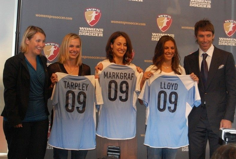 Chicago Red Stars head coach Emma Hayes, left, was excited about her first draft class in 2009: Lindsay Tarpley, Kate Markgraf and Carli Lloyd. Only Markgraf is still with the team, and the Red Stars released Hayes on Monday.