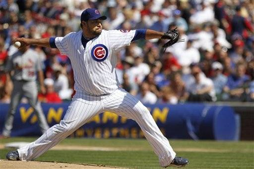 Chicago Cubs starting pitcher Carlos Silva pitches to the St Louis Cardinals Felipe Lopez in the 1st inning.