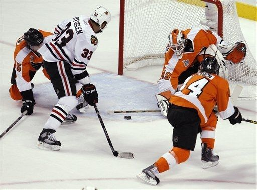 Chicago Blackhawks right wing Dustin Byfuglien (33) scores against Philadelphia Flyers goalie Michael Leighton (49) in the first period of Game 6 of the NHL Stanley Cup hockey finals Wednesday.