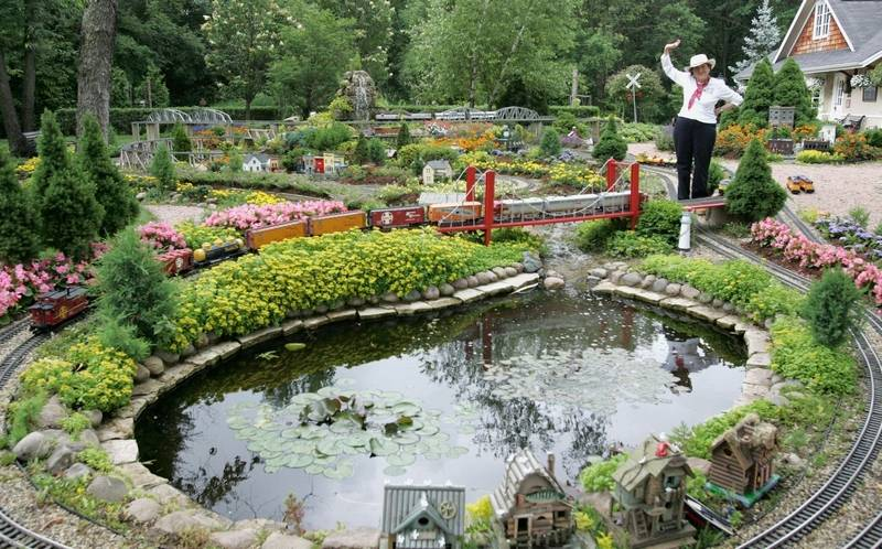 Renowned garden railway opens to the public