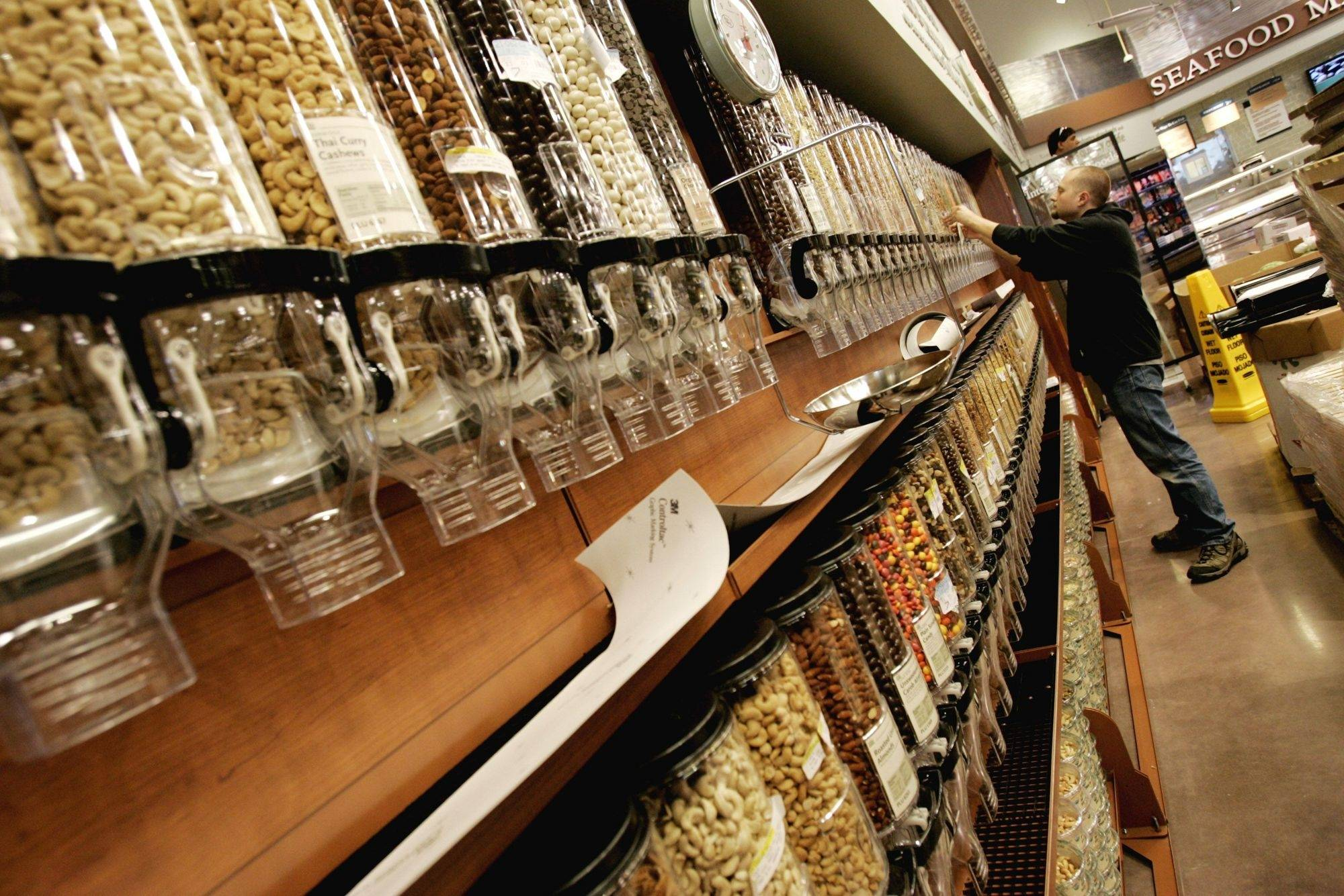 Suburban shoppers cheer new upscale grocers