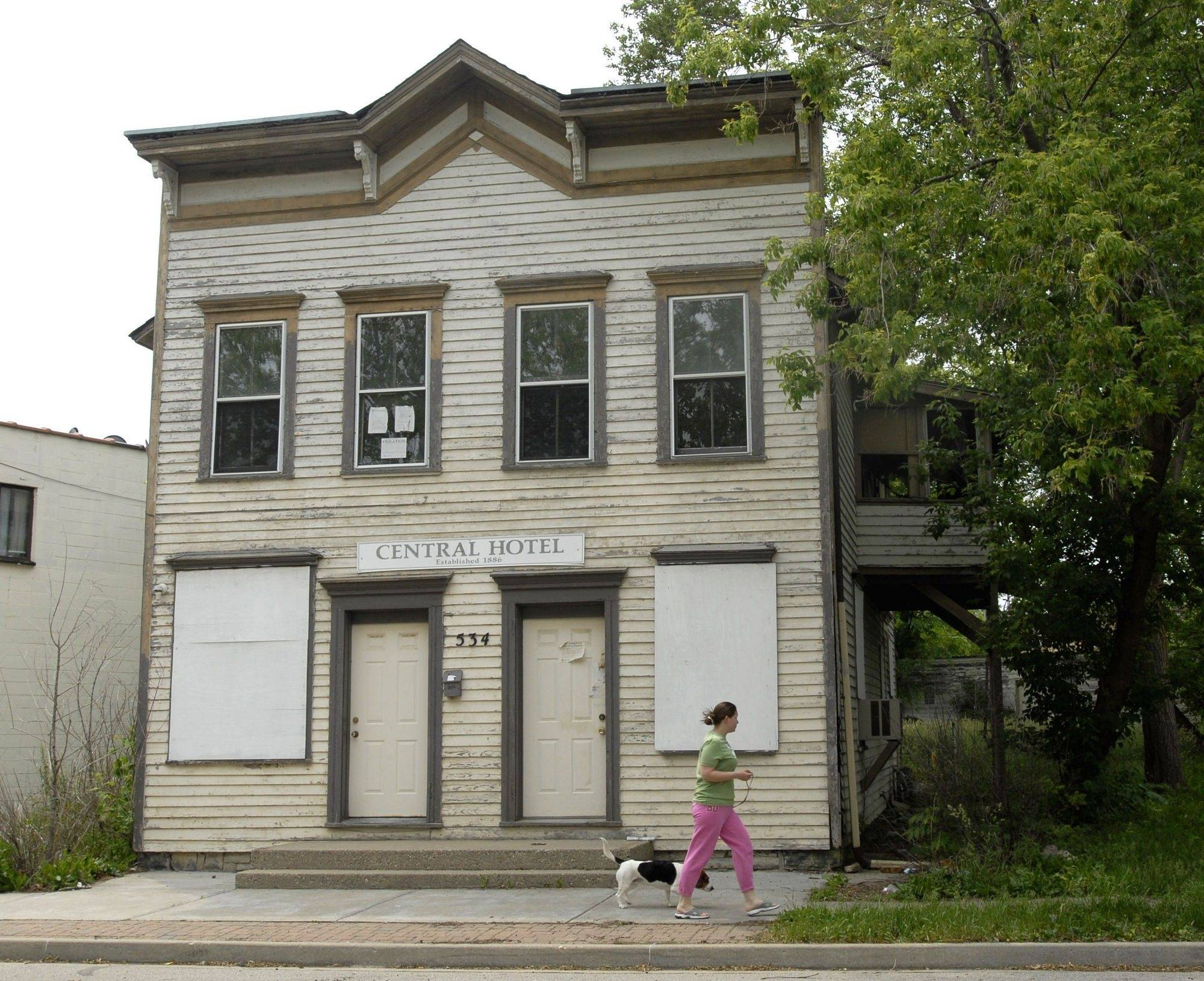 Downtown Mundelein building gets spruced up, now awaiting tenants