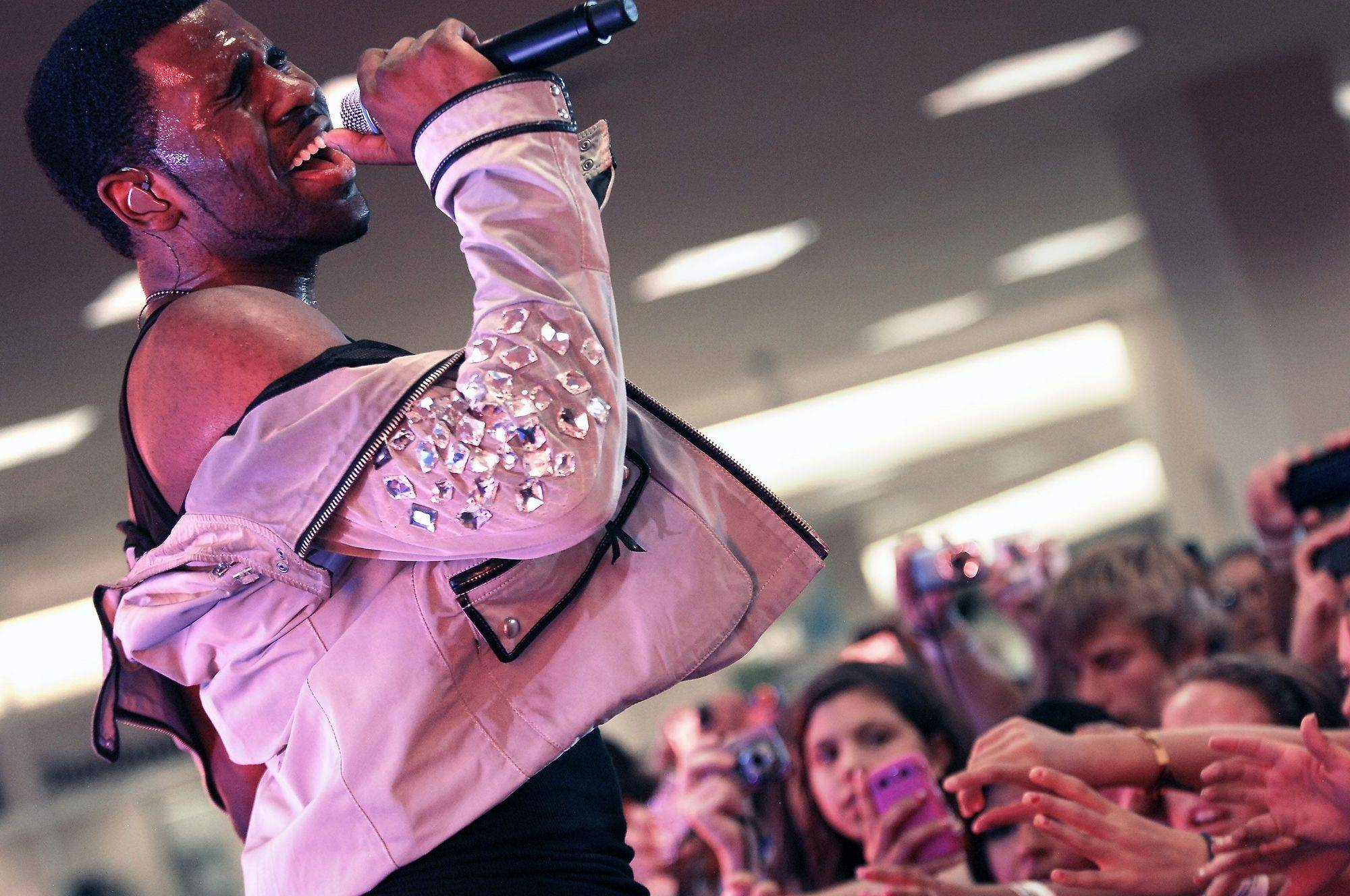 Pop singing sensation Jason Derulo gives a free concert at Sears in Woodfield Mall to fans who auditioned to become one of twenty Rock the Scene VIP style reporters.