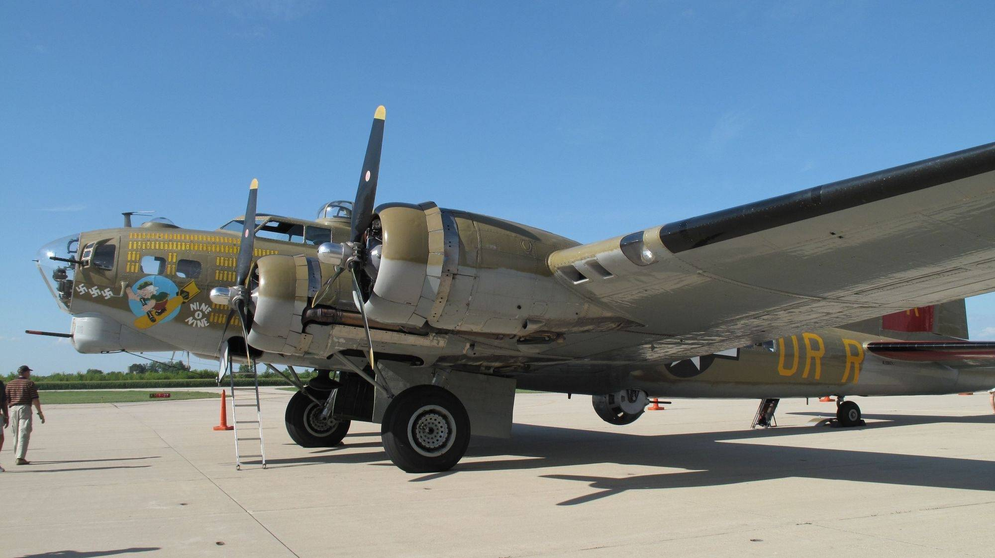 DuPage ride in a B-17 bomber offers a glimpse into World War II