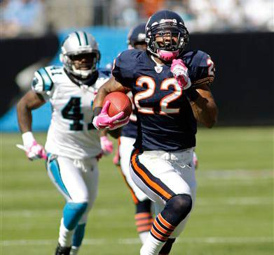Matt Forte runs for a touchdown as Carolina Panthers' Captain Munnerlyn  chases in the first half .