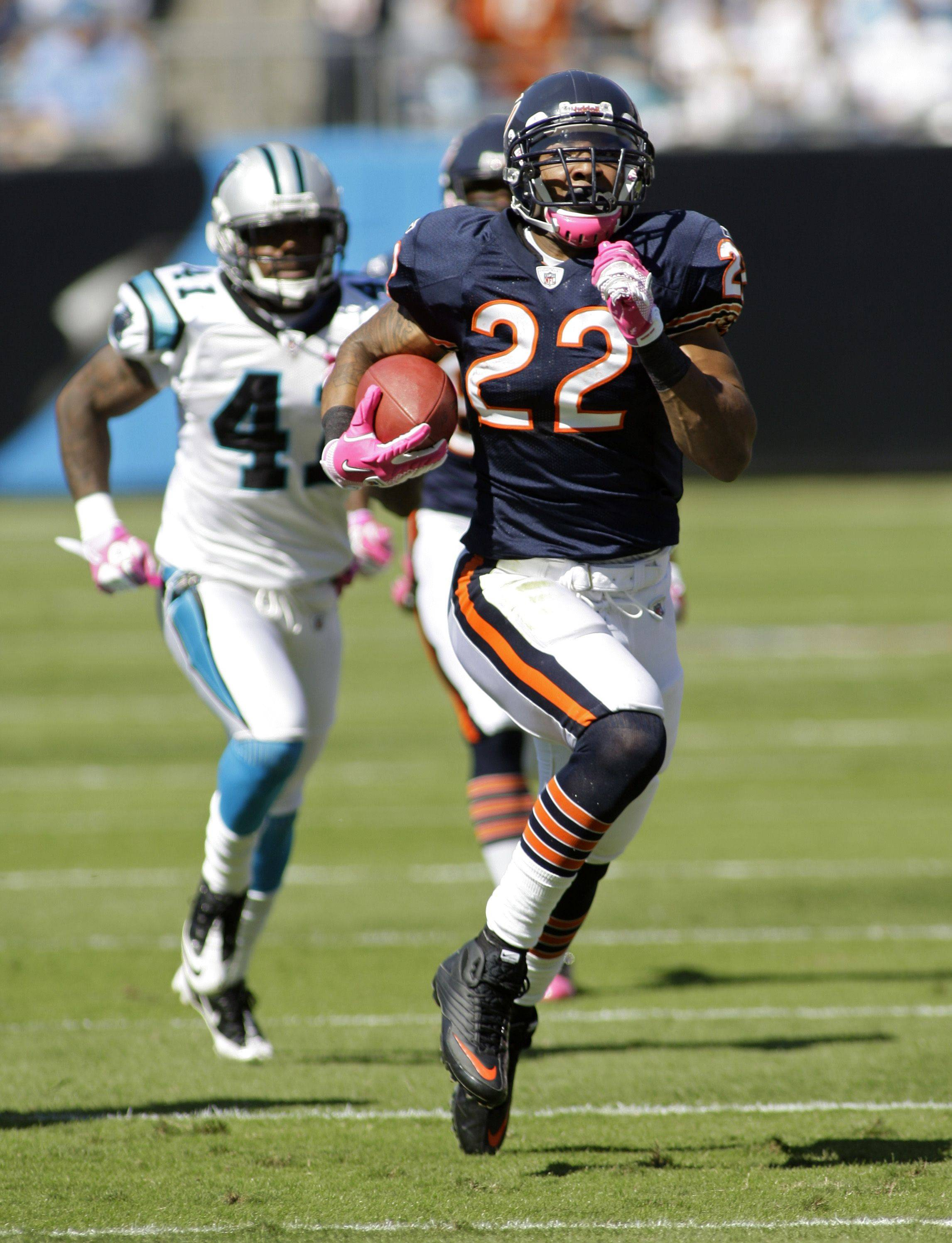 Matt Forte runs for a touchdown as Carolina Panthers' Captain Munnerlyn chases in the first half.
