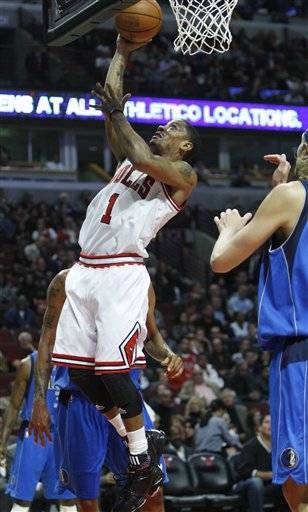 Chicago Bulls' Derrick Rose (1) drives to the basket against the Dallas Mavericks during the third quarter in Chicago, Friday.