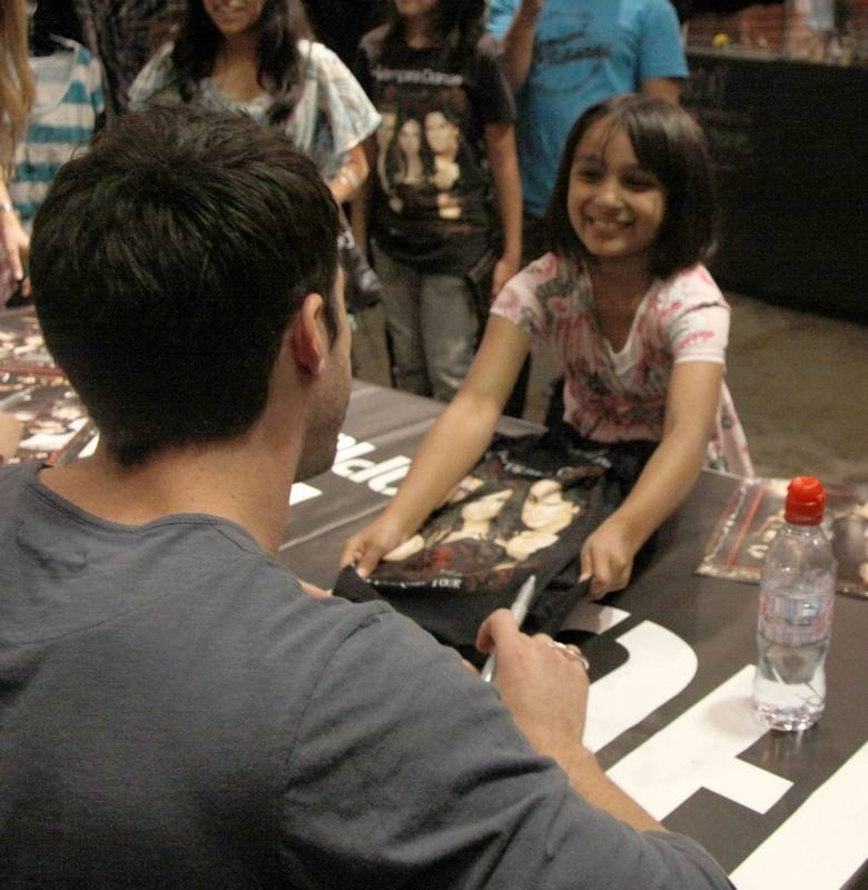 Vampire diaries fans meet actors in aurora afsheen khan 8 of bolingbrook offers a poster to actor michael trevino of m4hsunfo