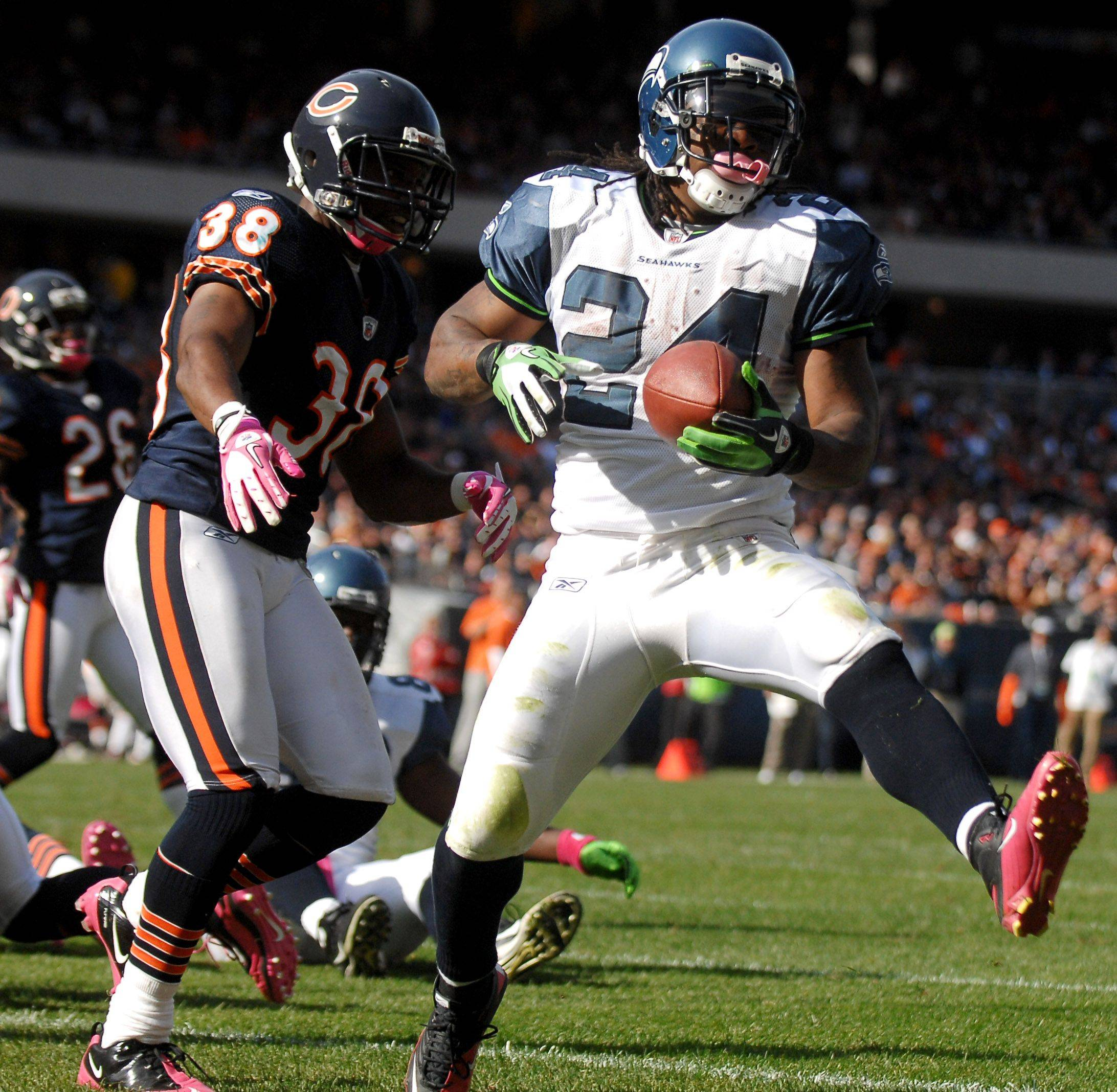 Seattle Seahawks running back Marshawn Lynch waltzes into the end zone for a TD.