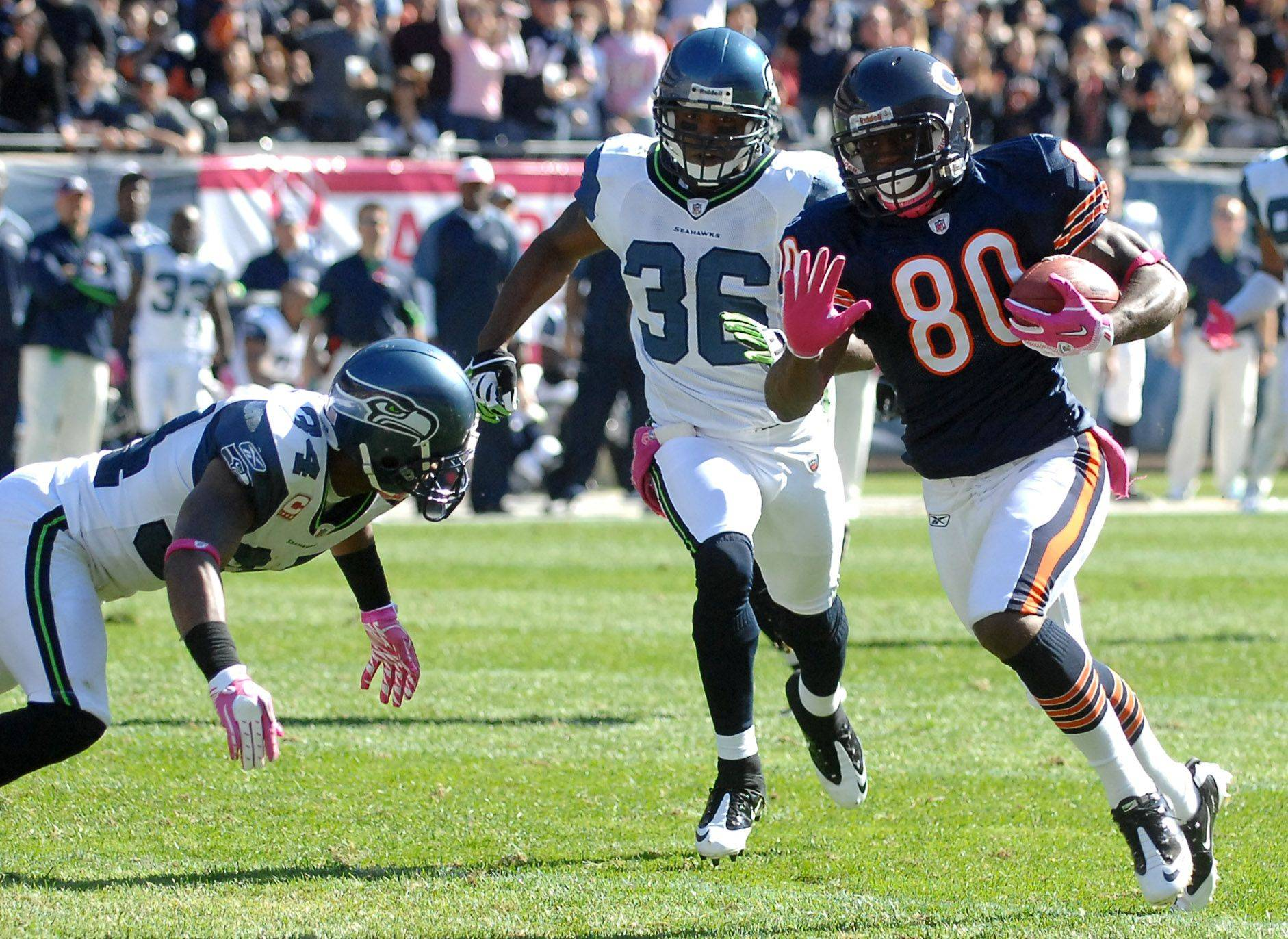 Chicago Bears wide receiver Earl Bennett breaks into the open.