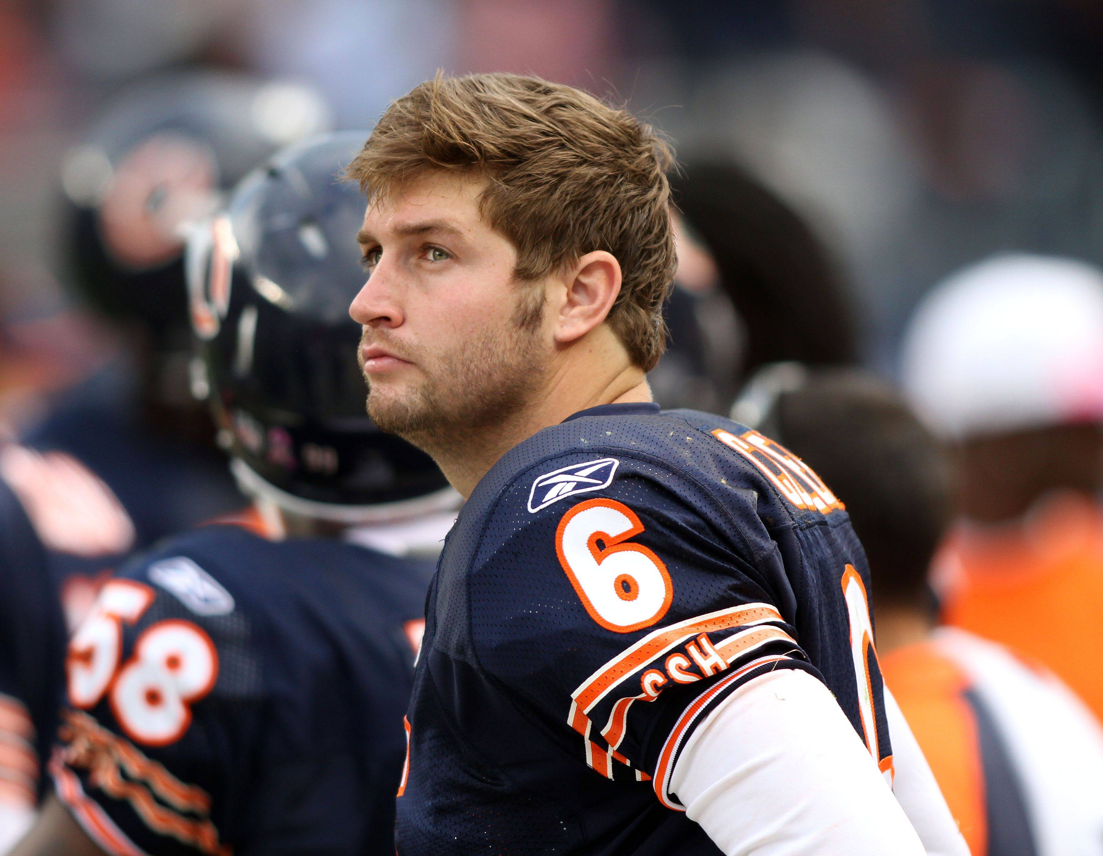 Chicago Bears quarterback Jay Cutler on the sidelines during the Bears' 14-17 loss to the Redskins.