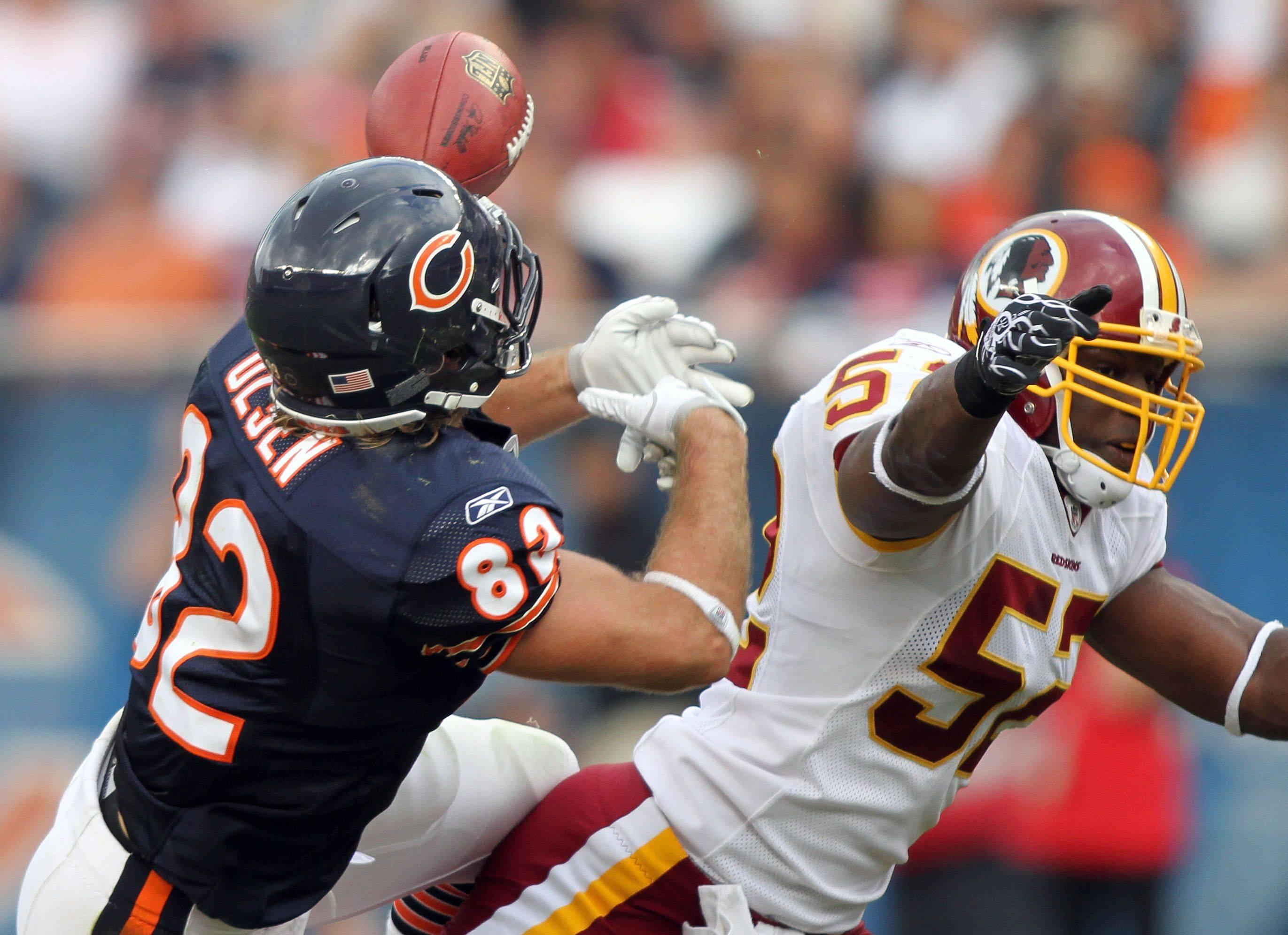 Chicago Bears tight end Greg Olsen makes a catch with Washington Redskins linebacker Rocky McIntosh defending during the Bears' 14-17 loss to the Redskins.
