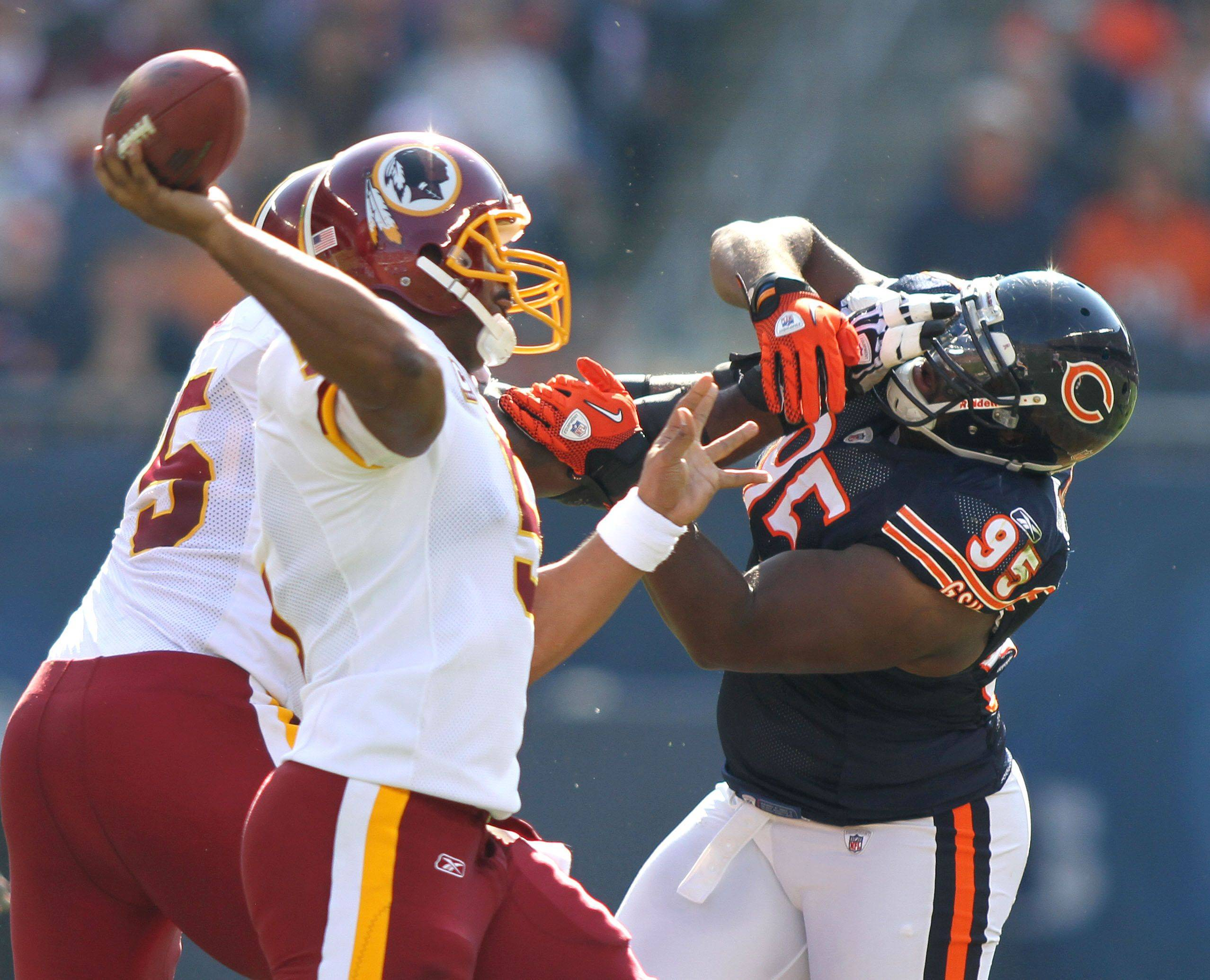 Chicago Bears defensive tackle Anthony Adams rushes Washington Redskins quarterback Donovan McNabb during the Bears' 14-17 loss to the Redskins.