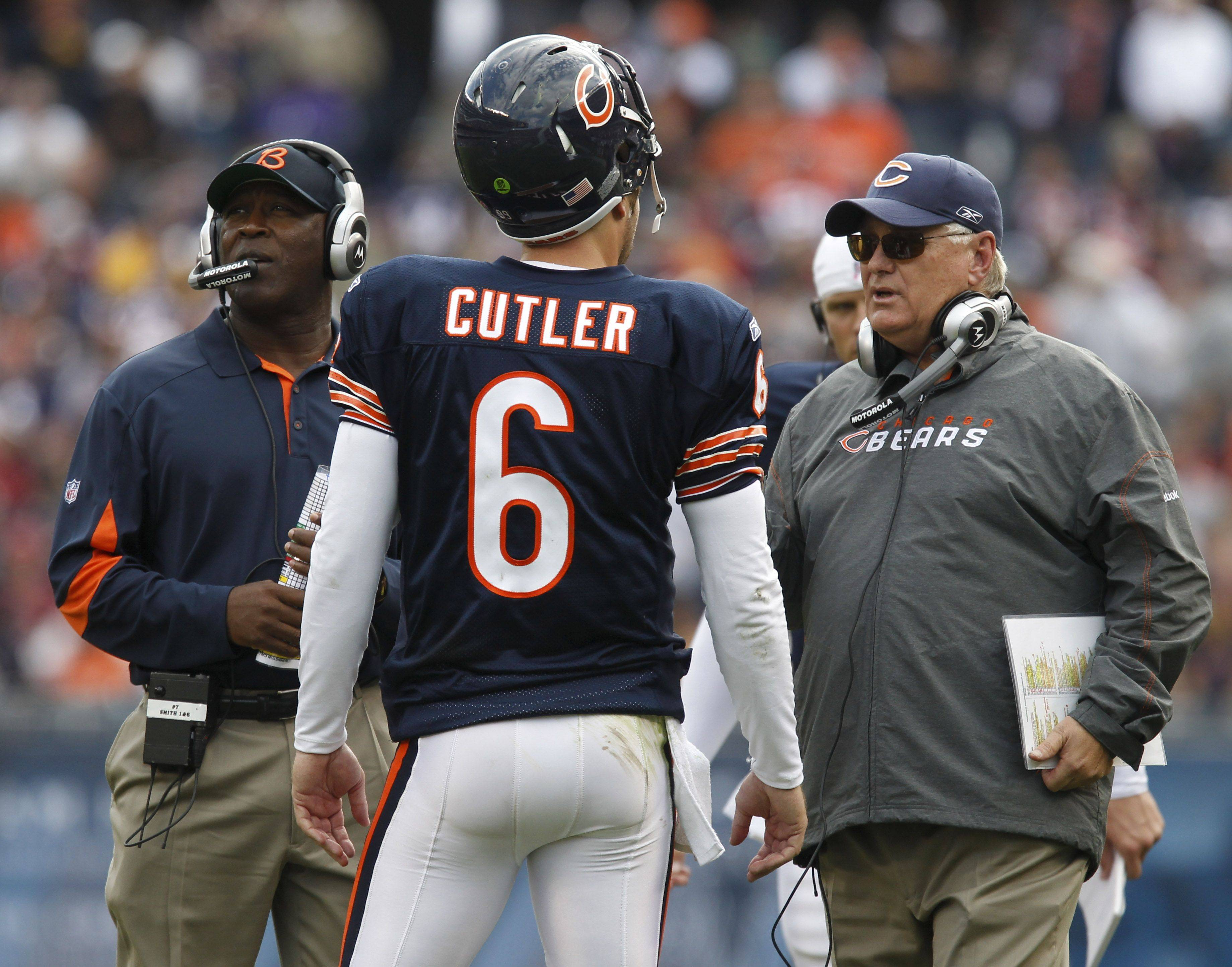 Chicago Bears quarterback Jay Cutler talks with offensive coordinator Mike Martz, right, and coach Lovie Smith in the second half.