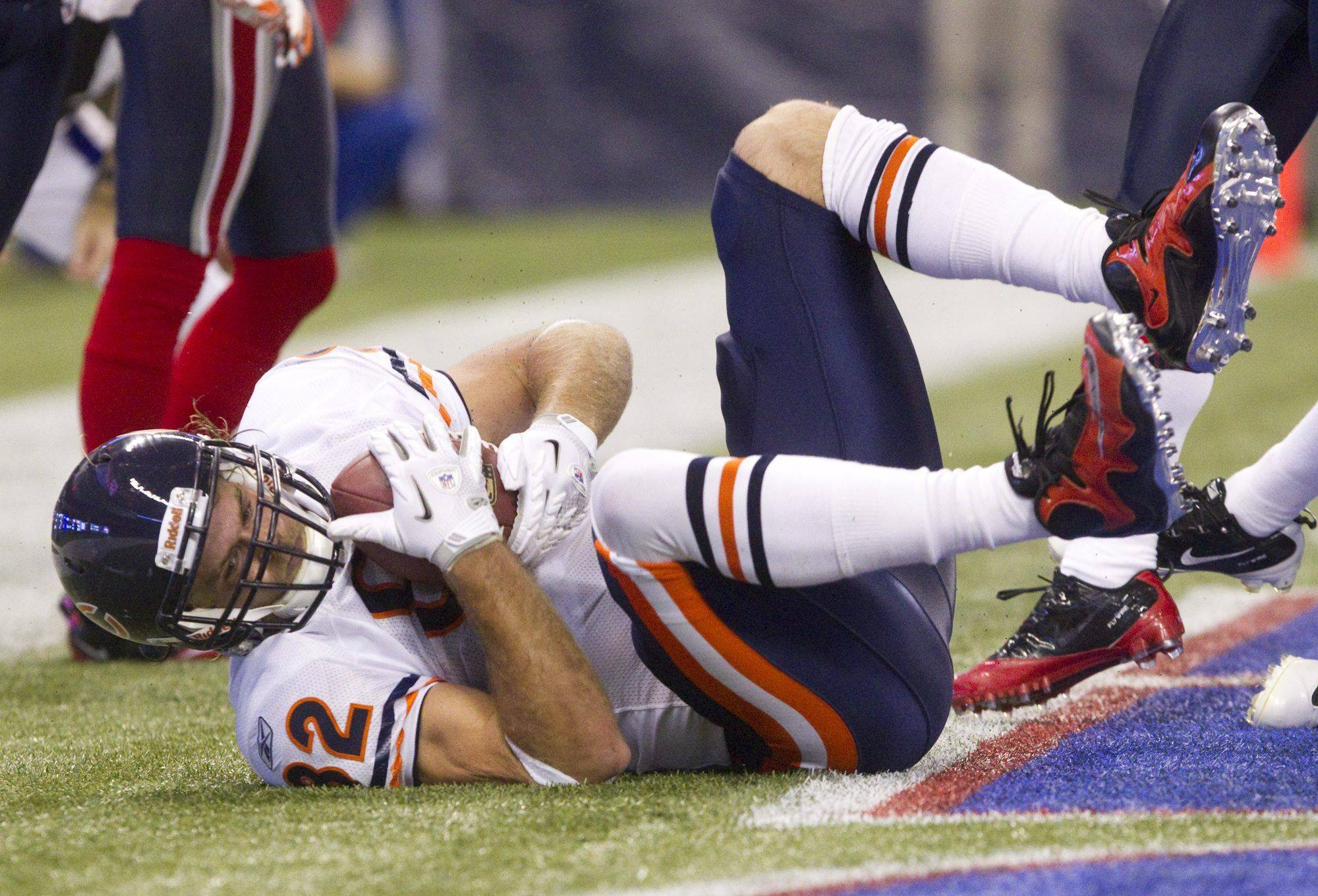 Chicago Bears' Greg Olsen falls into the end zone for a touchdown during first-half.
