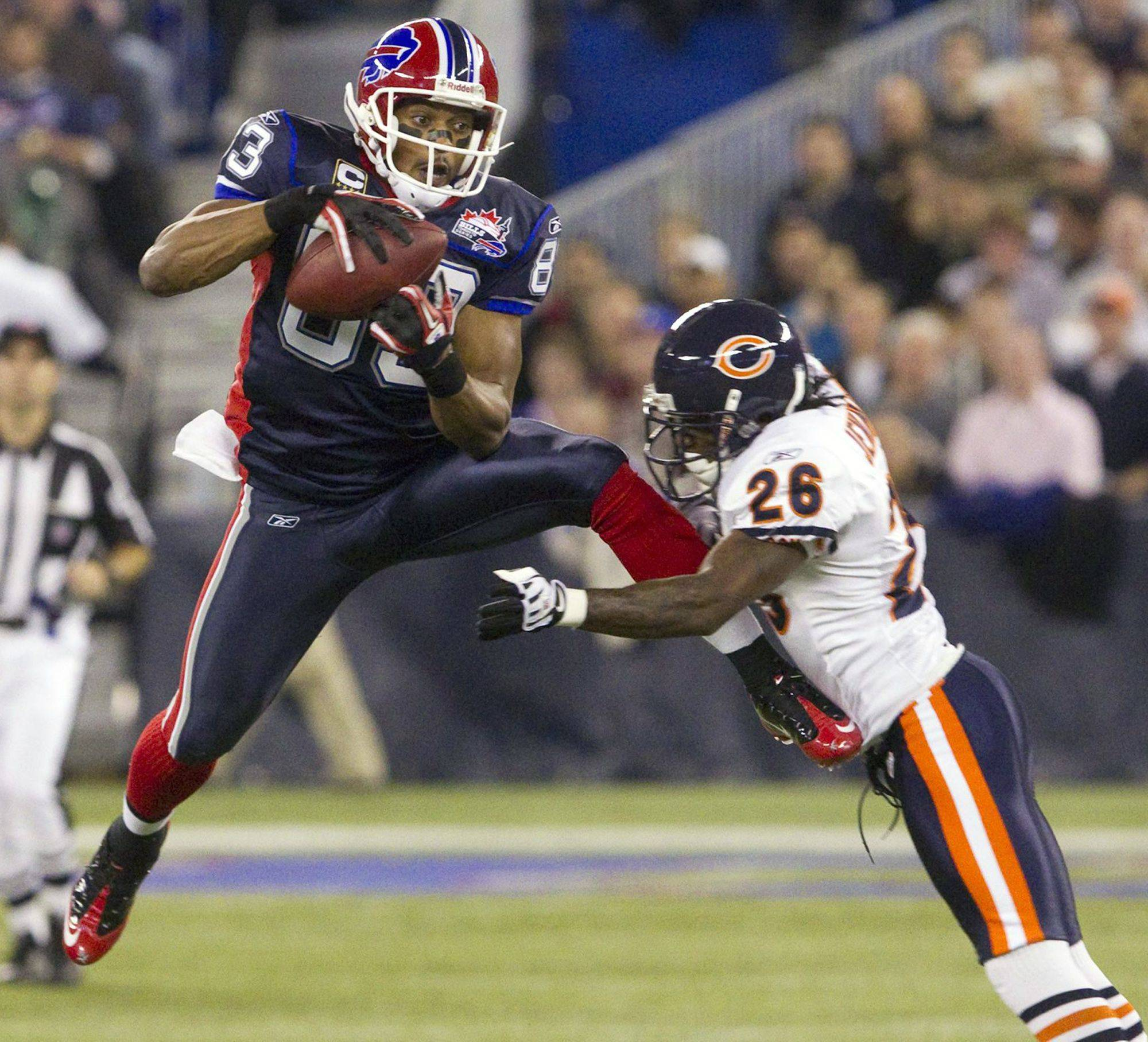Buffalo Bills' Lee Evans, left, leaps to make a catch in front of Chicago Bears' Tim Jennings during first-half.