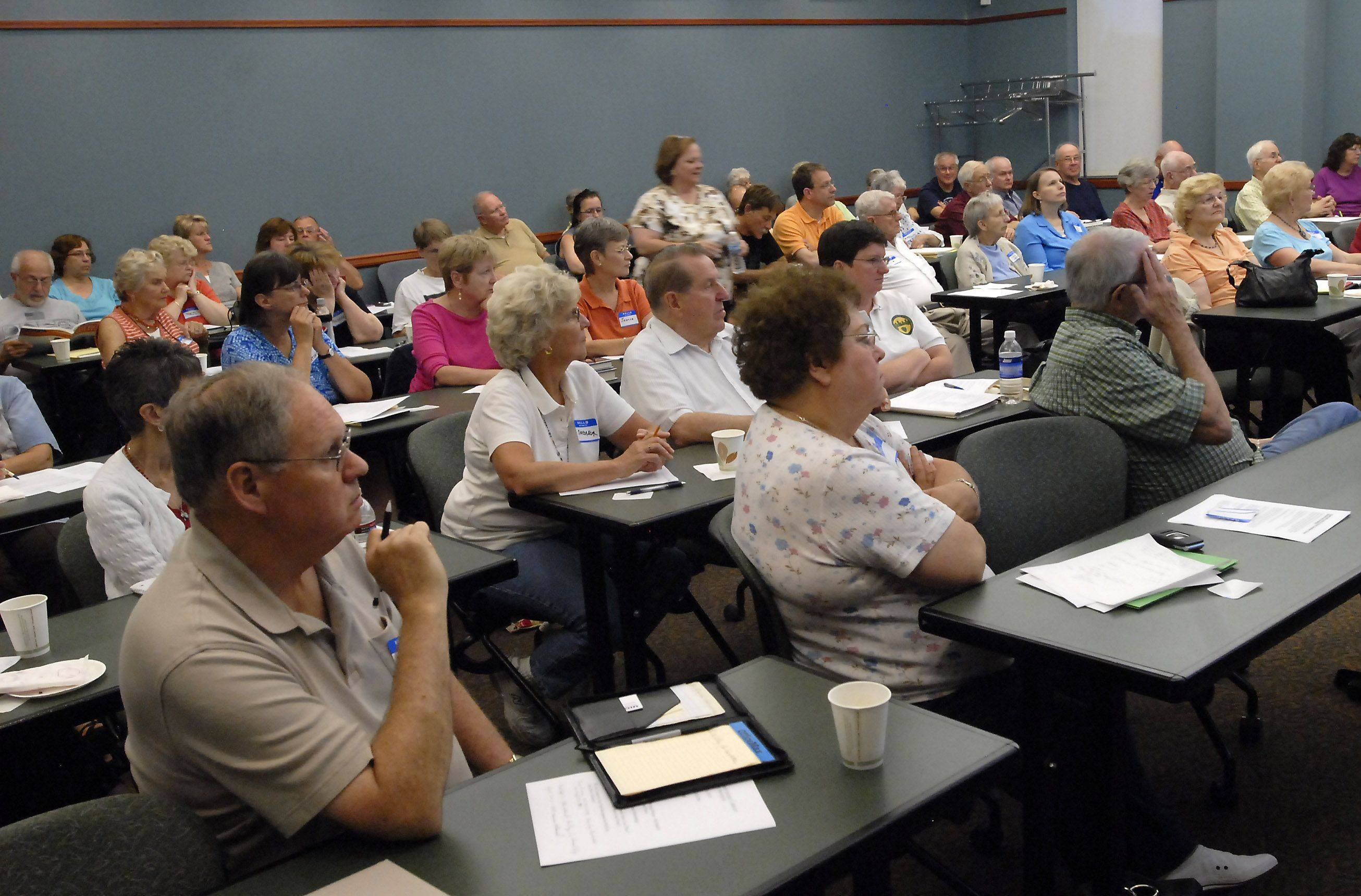 The Schaumburg Township District Library genealogy group draws a full house to its monthly meeting.