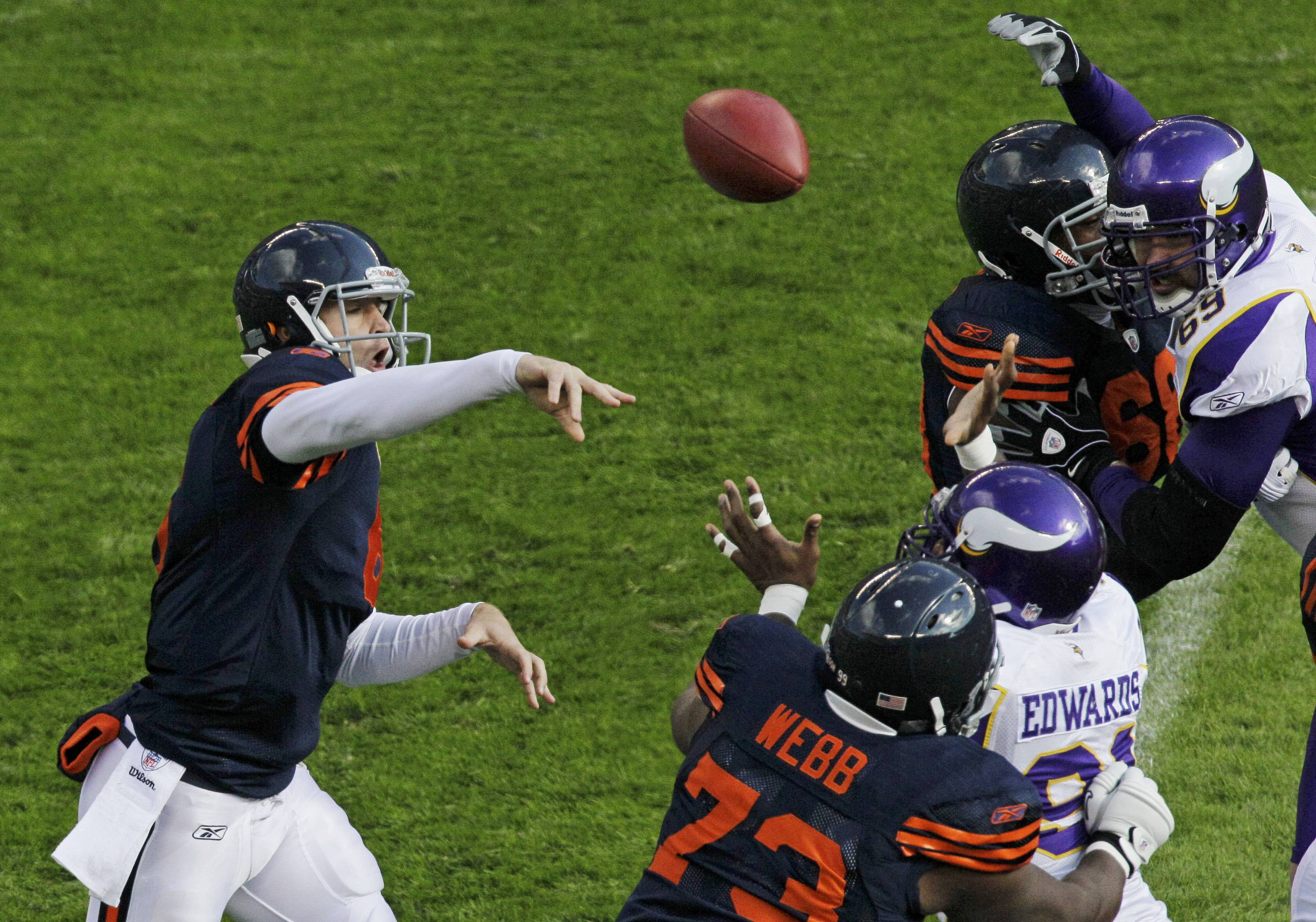 Jay Cutler had 237 yards and three touchdown passes as the Bears won 27-13.