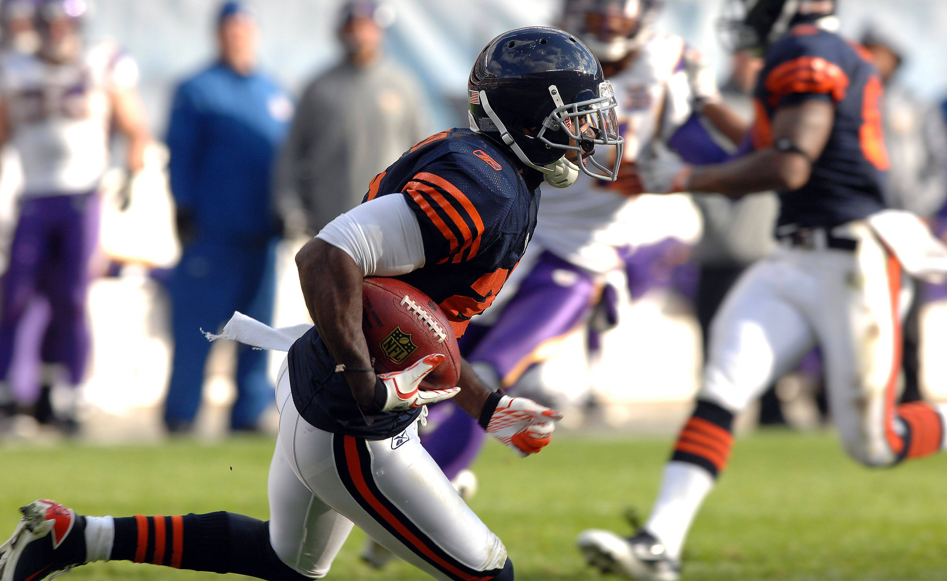Devin Hester on the move on his second kickoff return for major yardage in the 4th quarter.