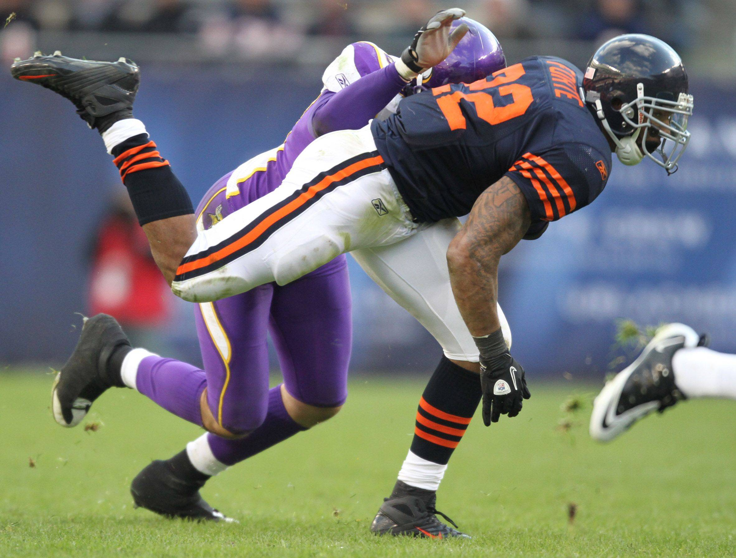 Chicago Bears' Matt Forte runs the ball against Minnesota Vikings in the second half.