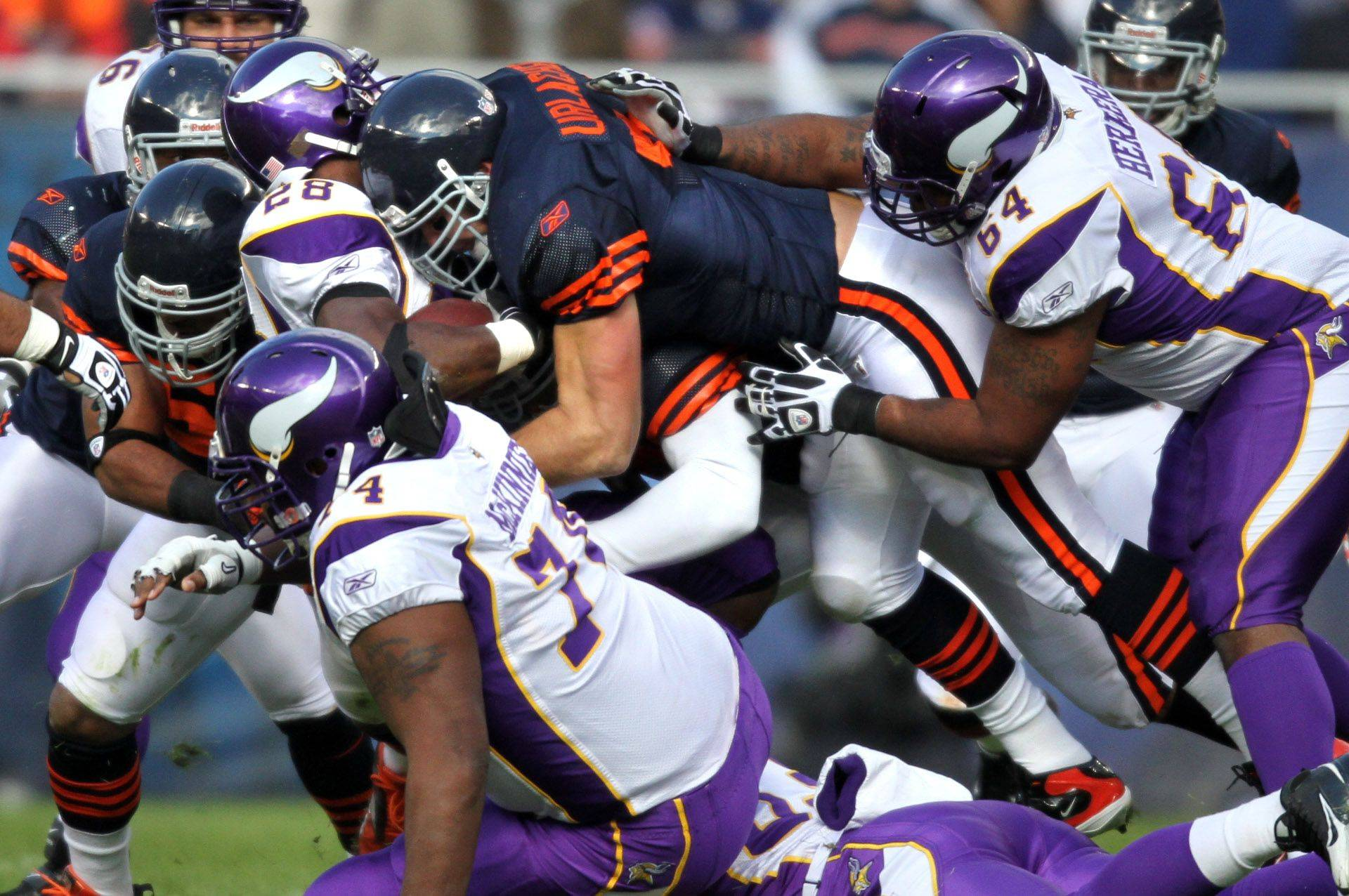 Chicago Bears' Brian Urlacher locks up Minnesota Vikings' Adrian Peterson.