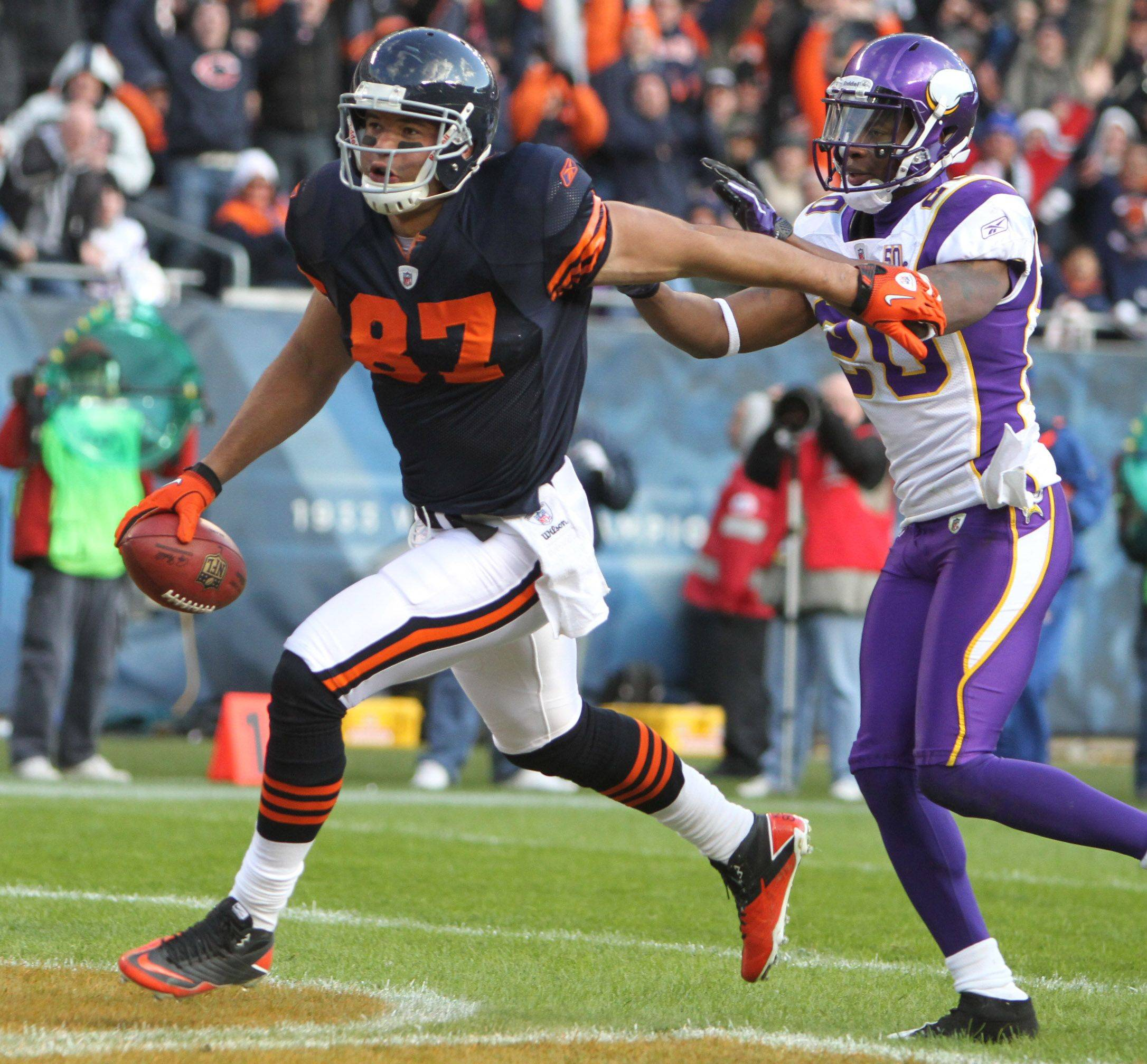 Chicago Bears' Kellen Davis scores a touchdown against Minnesota Vikings in the second half.