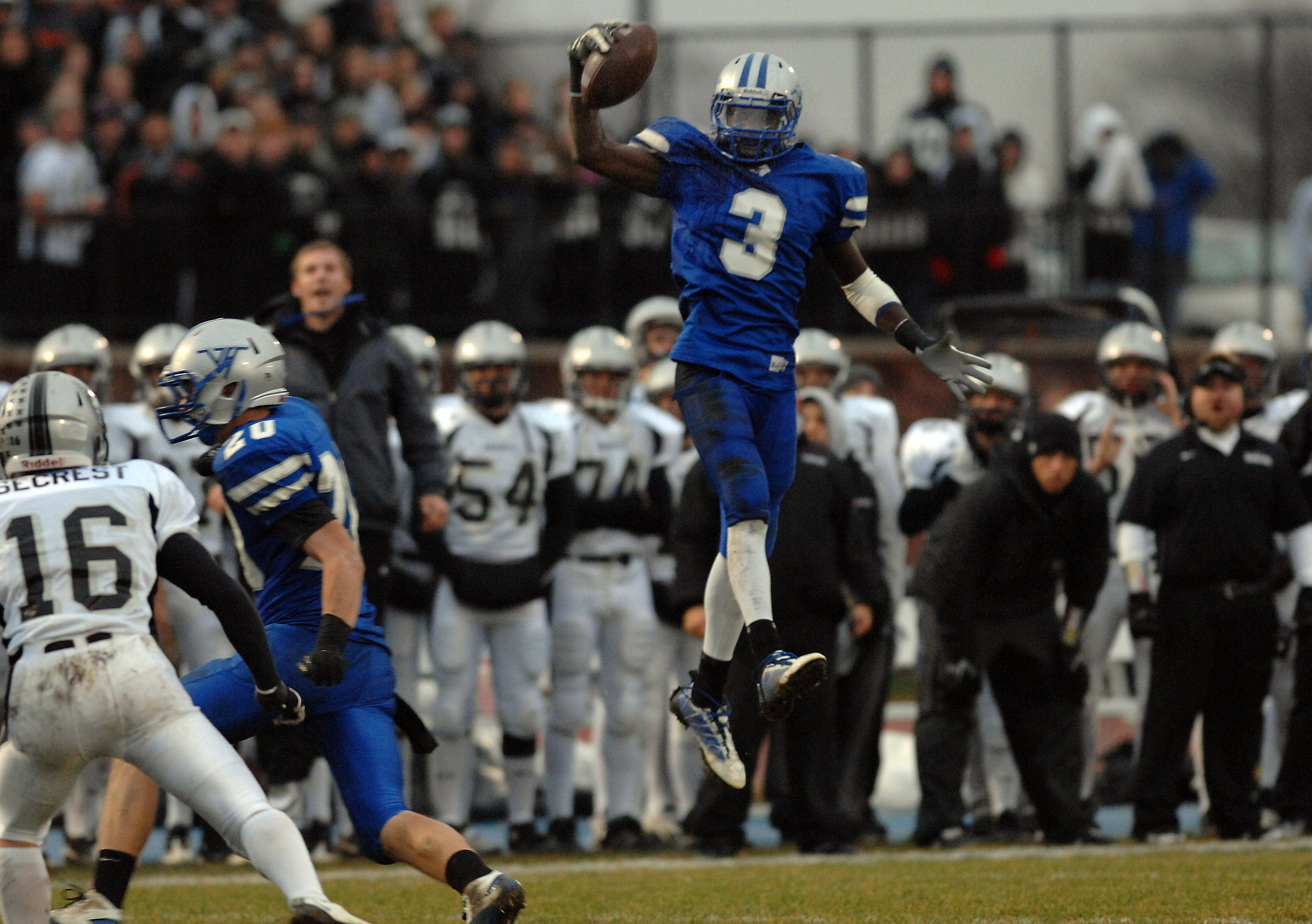 Vernon Hills DaVaris Daniels goes airborne to make a one-handed catch Saturday.