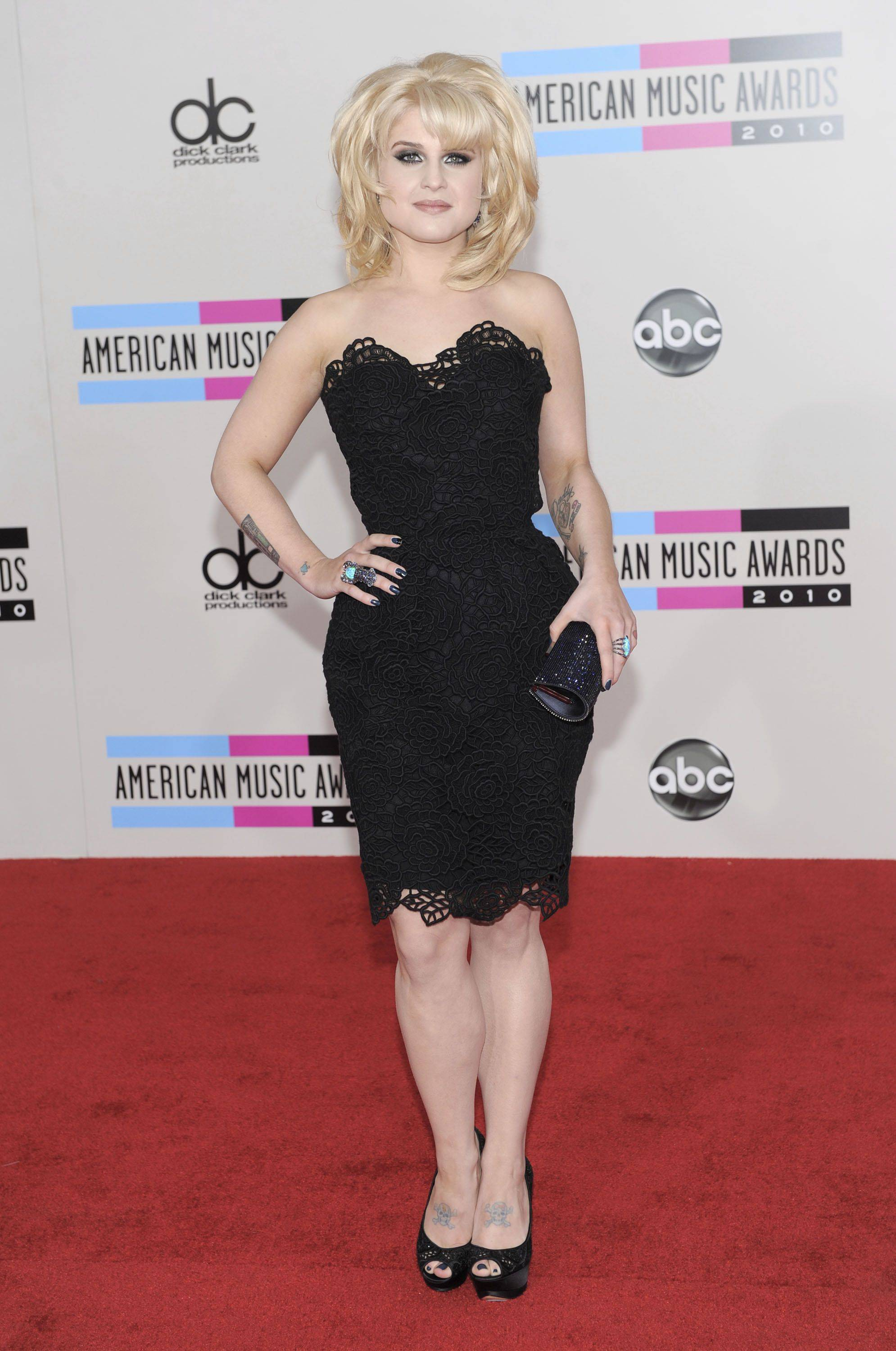 Kelly Osbourne arrives at the 38th Annual American Music Awards on Sunday, Nov. 21, 2010 in Los Angeles.