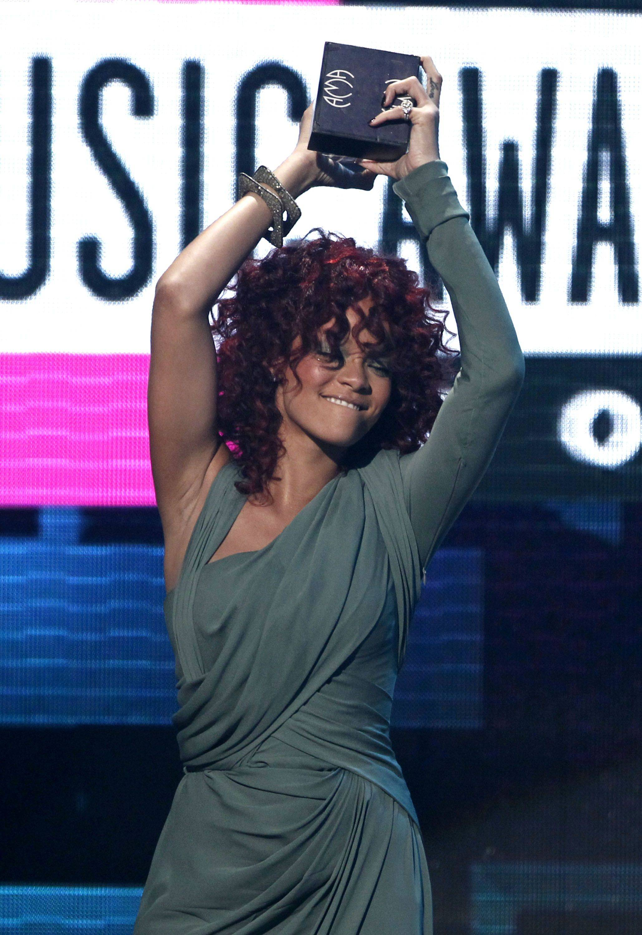 Rihanna accepts the award for soul R&B favorite female artist.