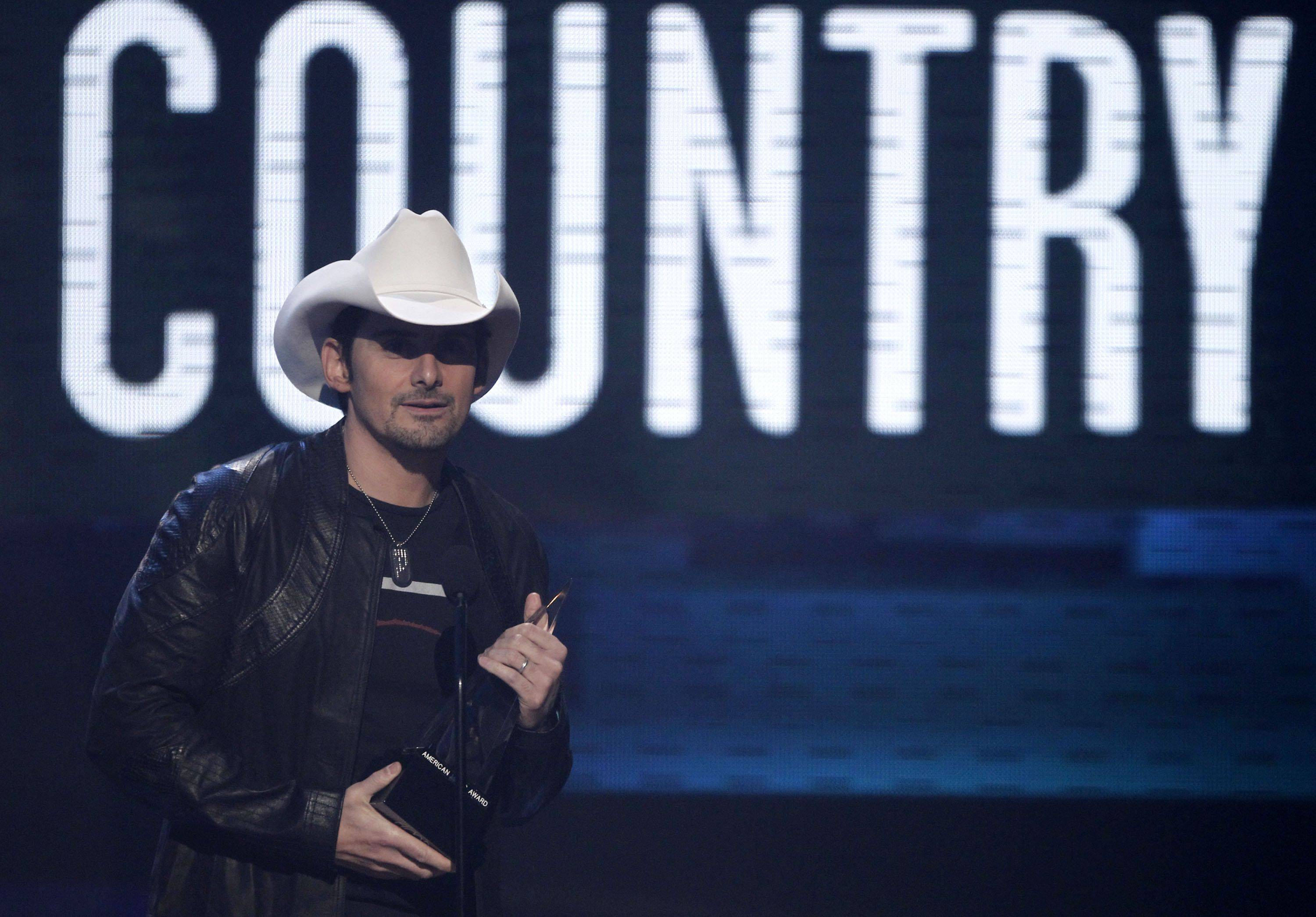 Brad Paisley accepts the award for country favorite male artist.