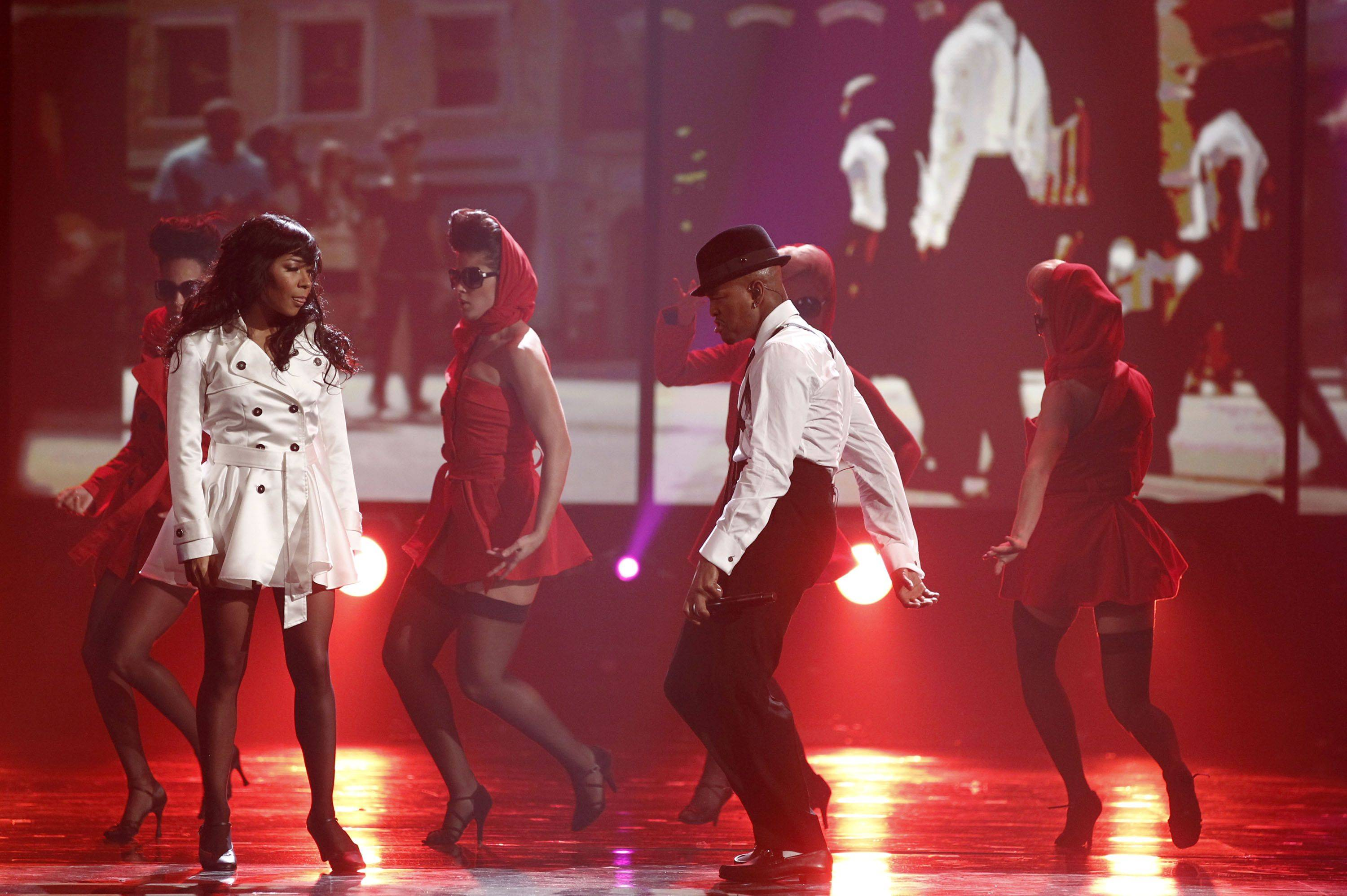 Neyo, right, performs at the 38th Annual American Music Awards on Sunday, Nov. 21, 2010 in Los Angeles.