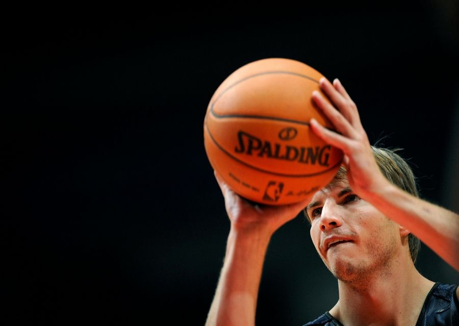 huge discount 437f4 9f027 From L.A. to Iowa, Korver learned what it means to give back