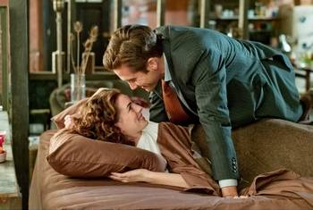 "Jamie (Jake Gyllenhaal) falls for Maggie (Anne Hathaway) in ""Love and Other Drugs."""