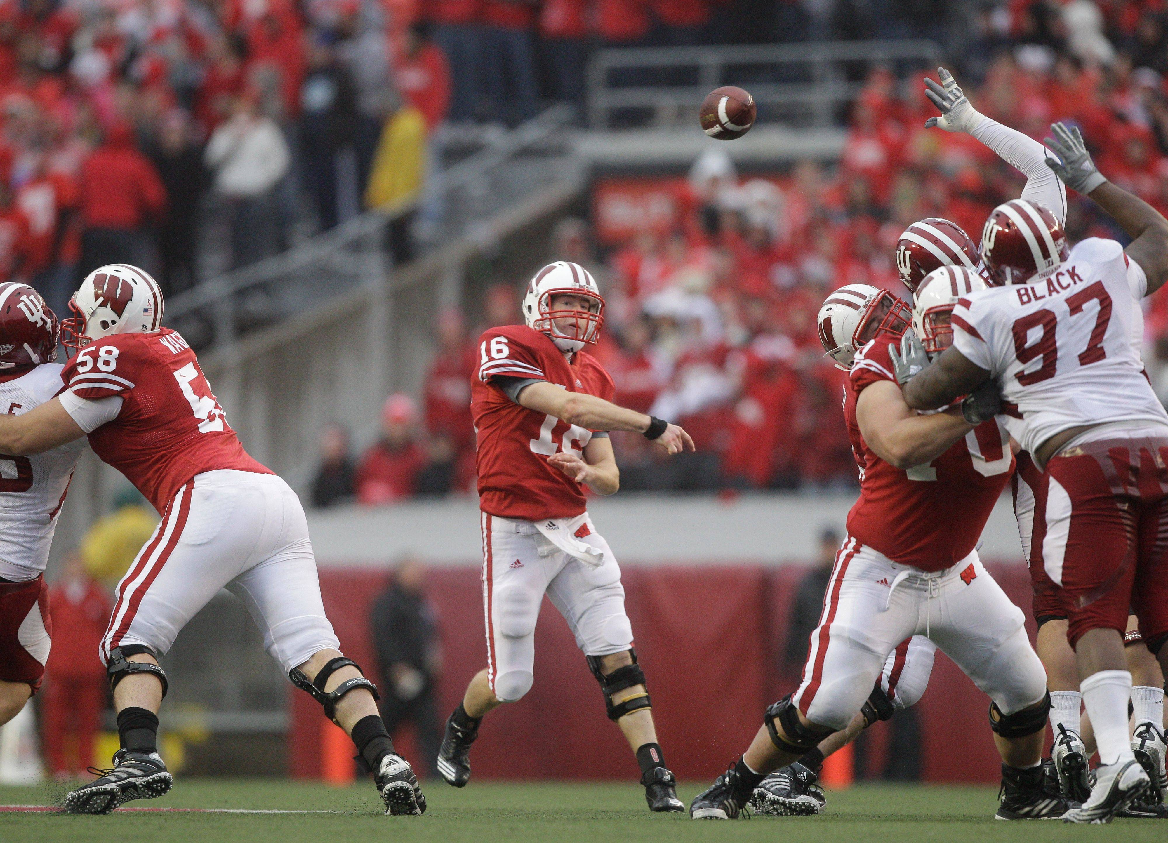 Quarterback Scott Tolzien of Fremd High Schools will lead the Wisconsin Badgers against Northwestern on Saturday.