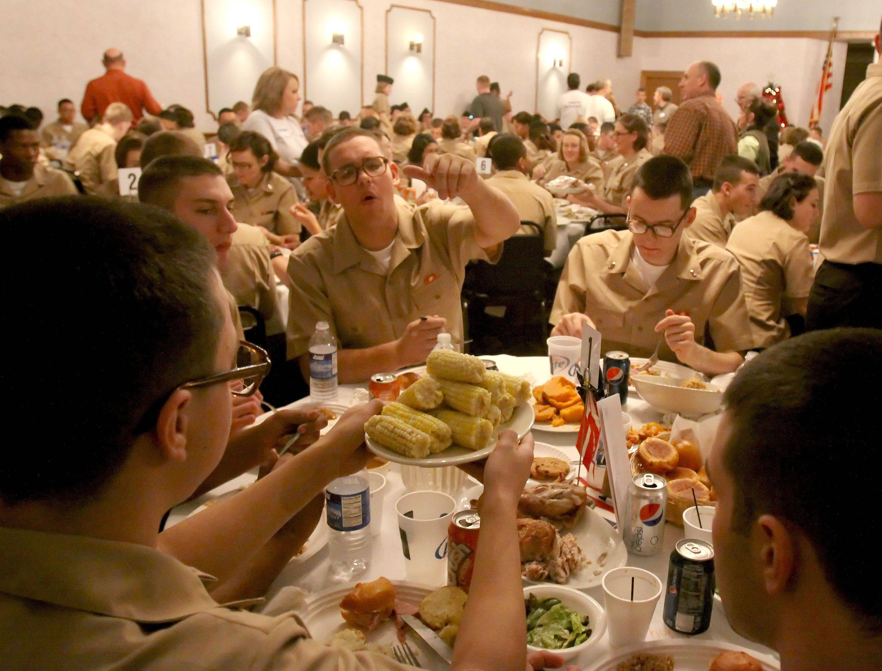 196 recruits from Great Lakes get a Thanksgiving dinner Thursday from the VFW in Villa Park. Recruits also were able to borrow cell phones and computers to get in touch with their families.