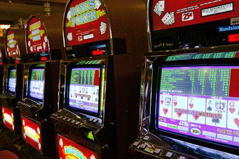A panel of Illinois senators Tuesday gave initial approval to a massive gambling package that would allow Arlington Park to have slot machines and cause five new casinos to be built in Illinois.