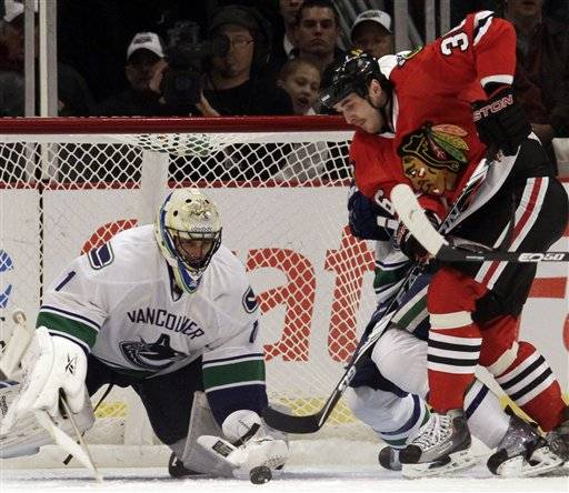 Hawks come up empty against Luongo