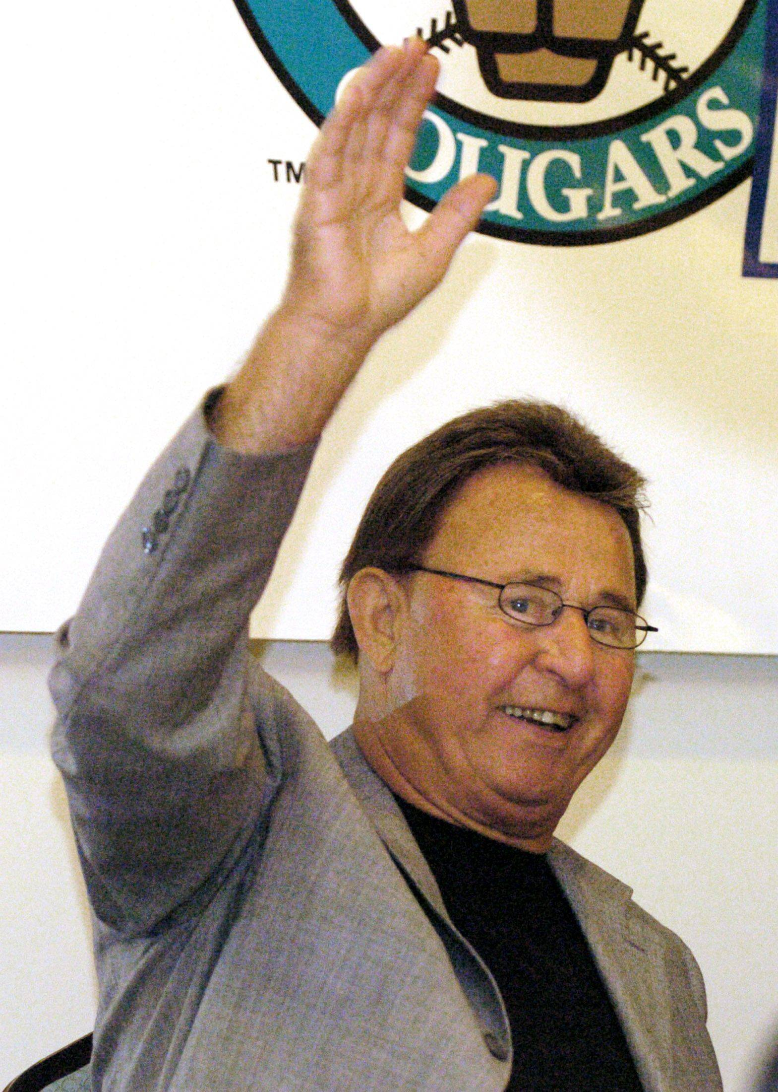Ron Santo acknowledges cheers from the crowd Friday during the Kane County Cougars winter banquet at Gaslight Manor in Aurora.
