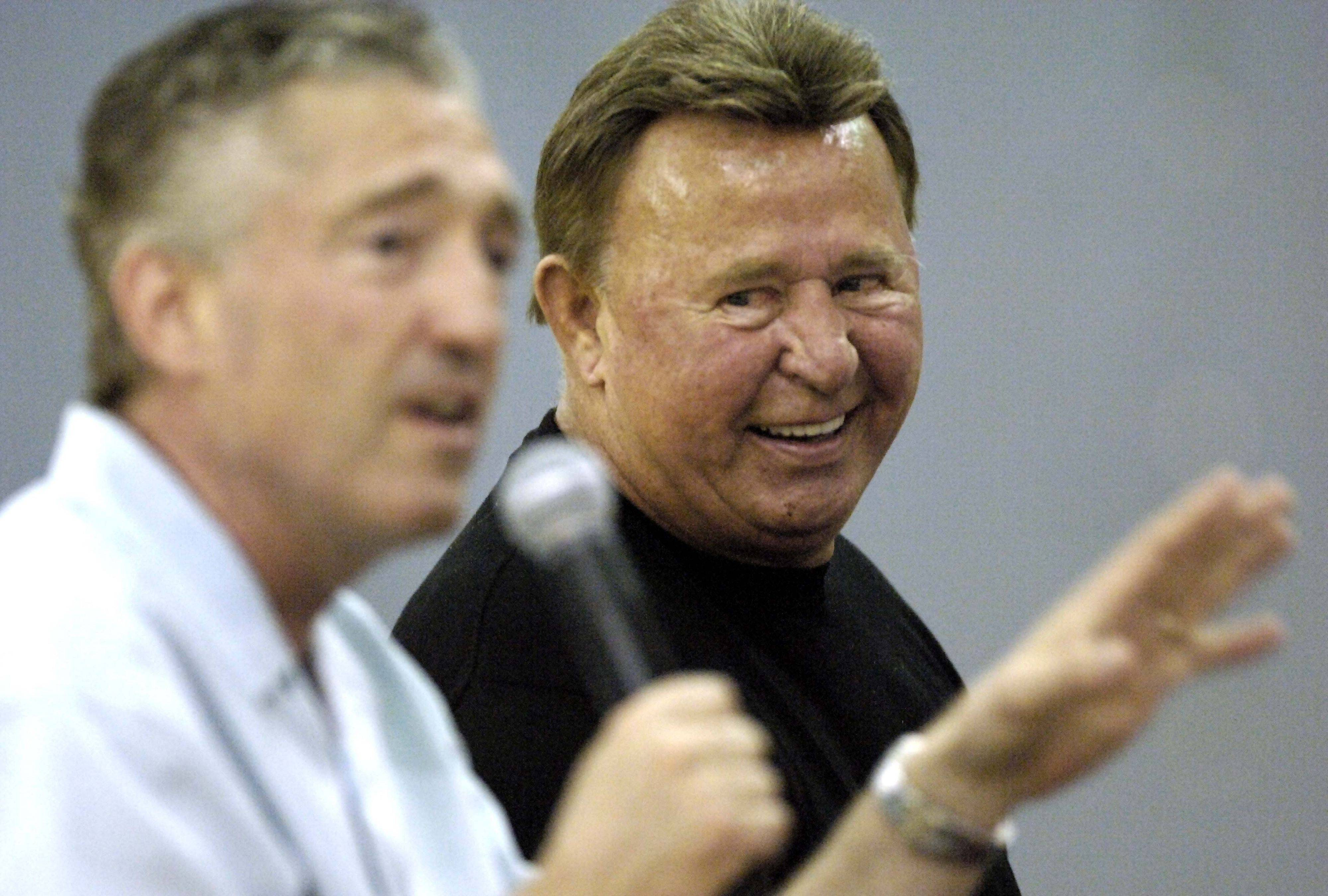 Ron Santo, right, laughed as Cubs broadcast partner Pat Hughes shared a story about Santo with fans attending a youth baseball fundraiser at Barrington High School. More than a thousand people turned out that day in 2005 for pictures and autographs with the Cubs legend.