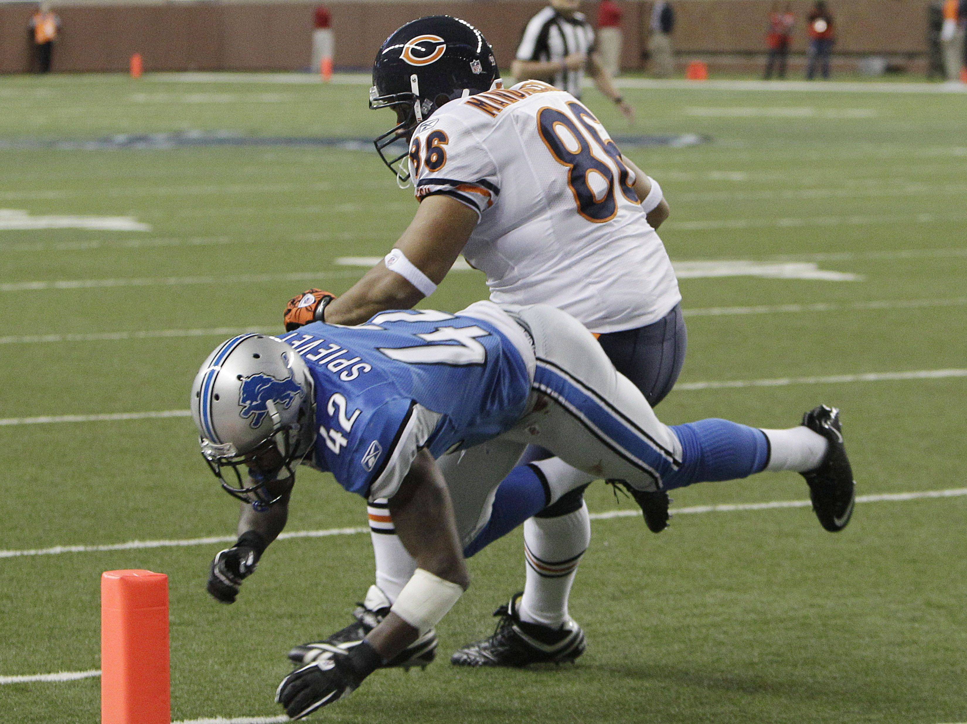 Chicago Bears tight end Brandon Manumaleuna avoids the tackle os Detroit Lions cornerback Amari Spievey during the fourth quarter and scores a touchdown.